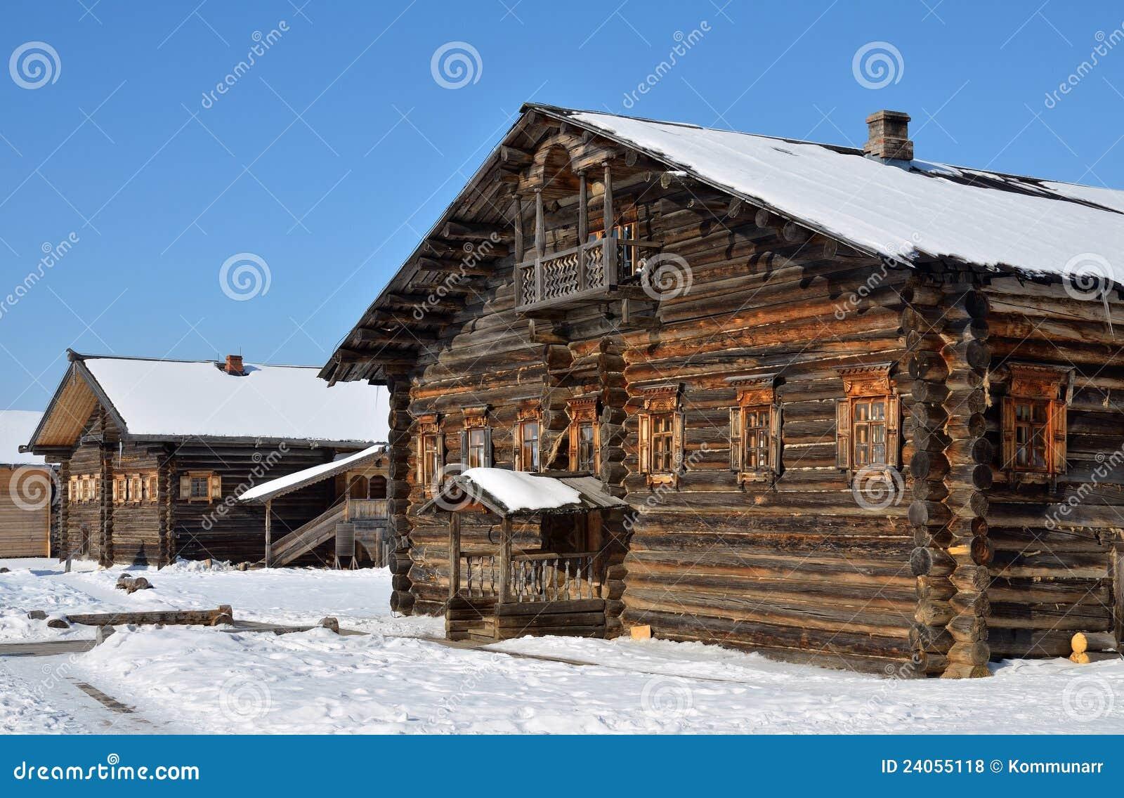 Casa de madera rural vieja foto de archivo imagen de - Casa rural de madera ...