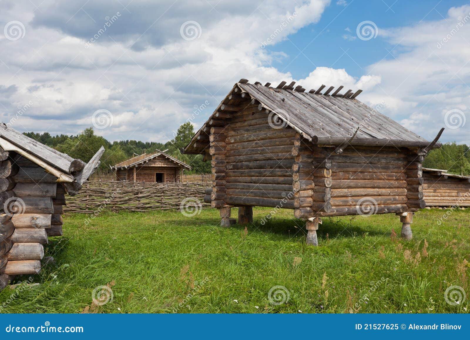Casa de madera rusa tradicional antigua imagen de archivo - Ver casas de madera ...