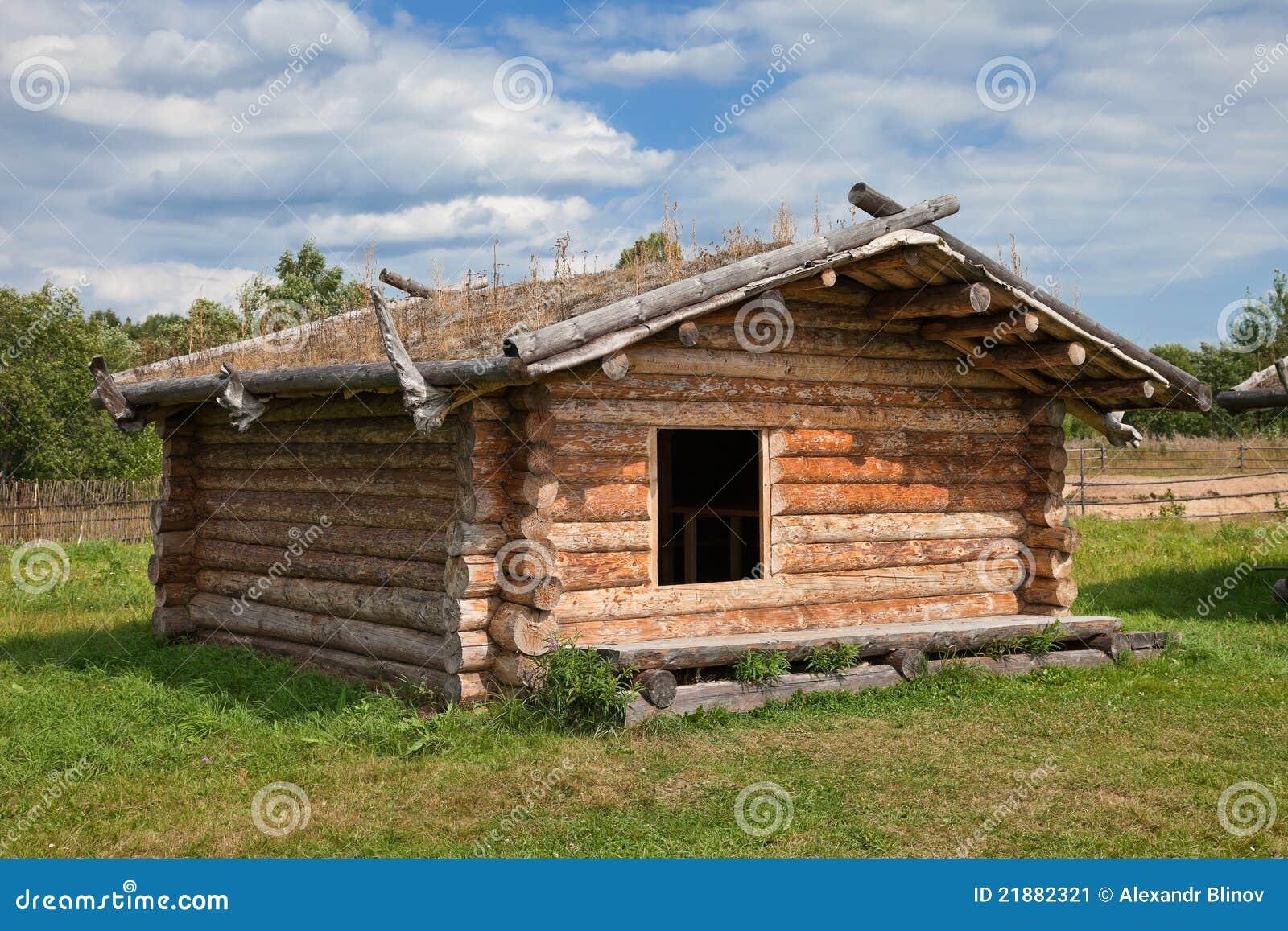 Casa de madera rusa tradicional antigua imagen de archivo - Casa de madera ...