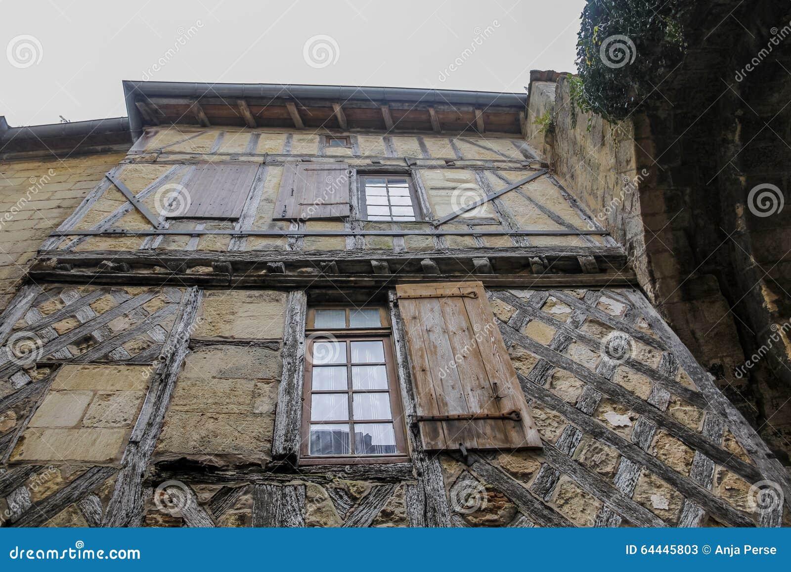 Casa de madera y de piedra vieja foto de archivo imagen - Casa de madera y piedra ...