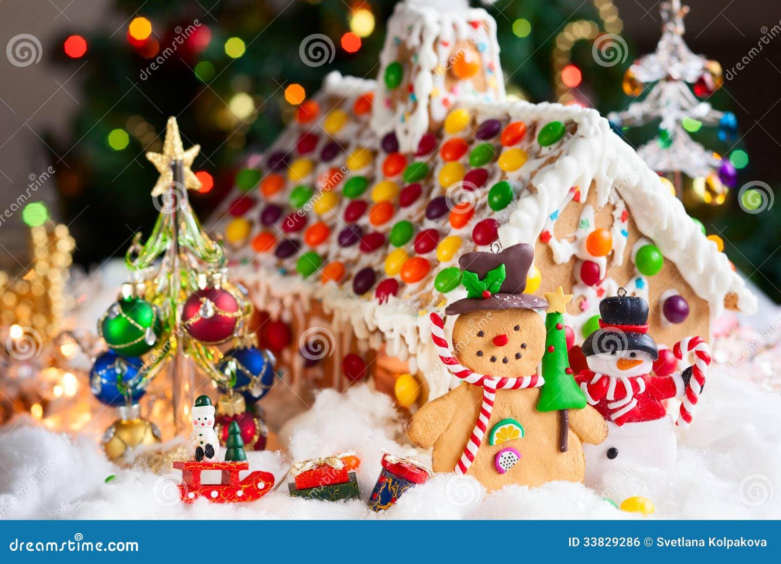 Casa de pan de jengibre y mu ecos de nieve imagen de - Casa de jengibre ikea ...