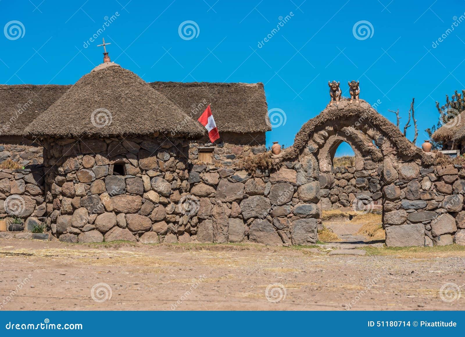 Casa de piedra en los andes peruanos puno per foto de for Casa de los