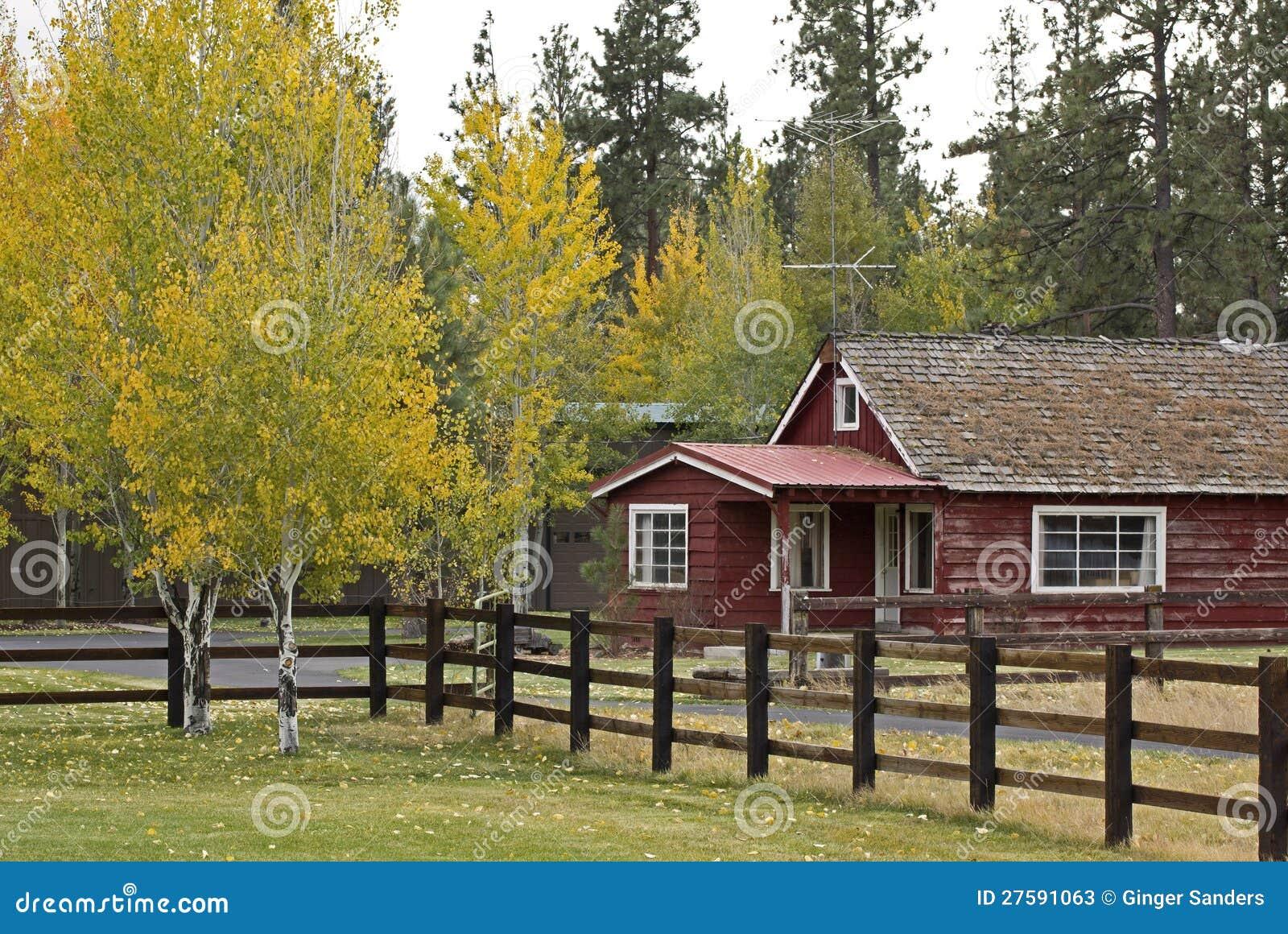 Casa De Rancho Roja De La Vendimia En Oto 241 O Imagen De