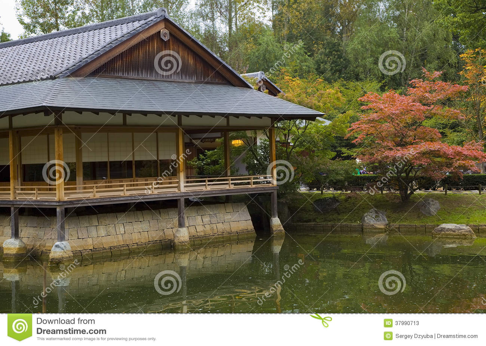 Casa de t en jard n japon s fotos de archivo imagen for Jardin japones en casa