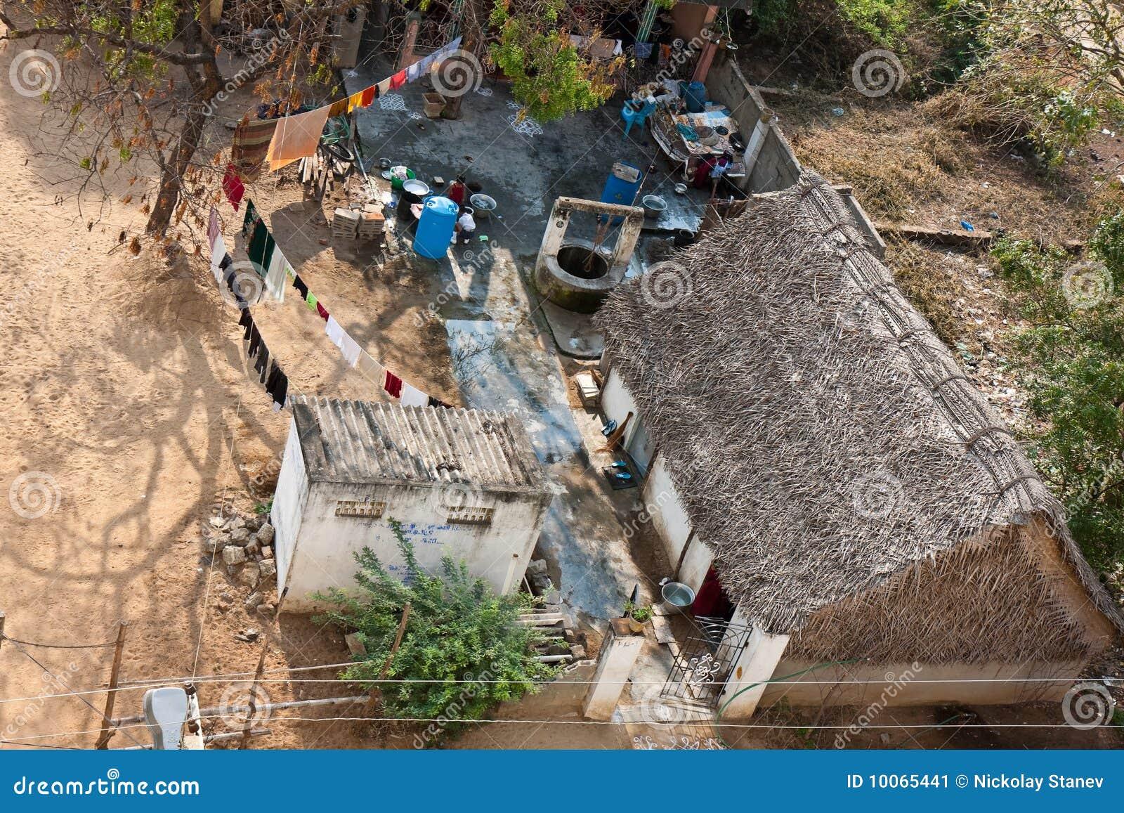 Casa deficiente da família em India