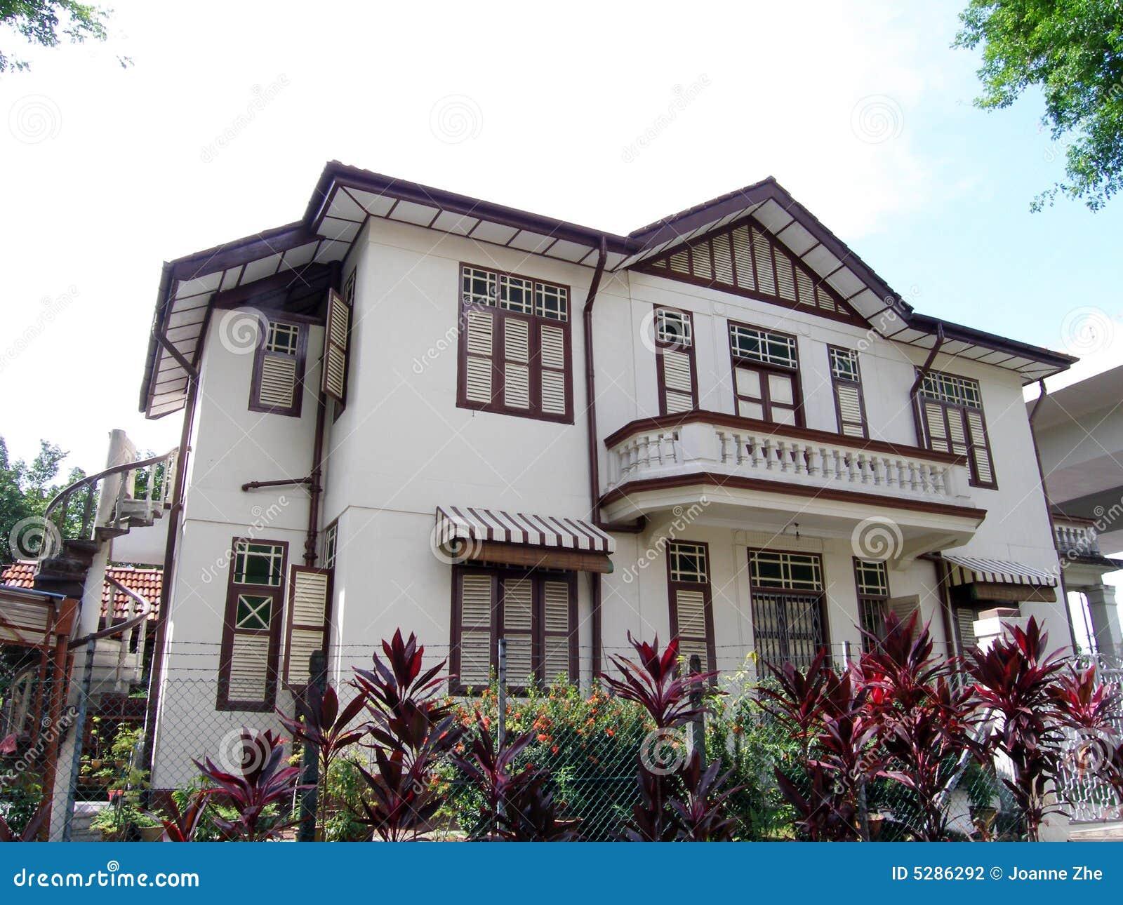 Casa del cinese tradizionale in tropici fotografia stock for Casa tradizionale cinese