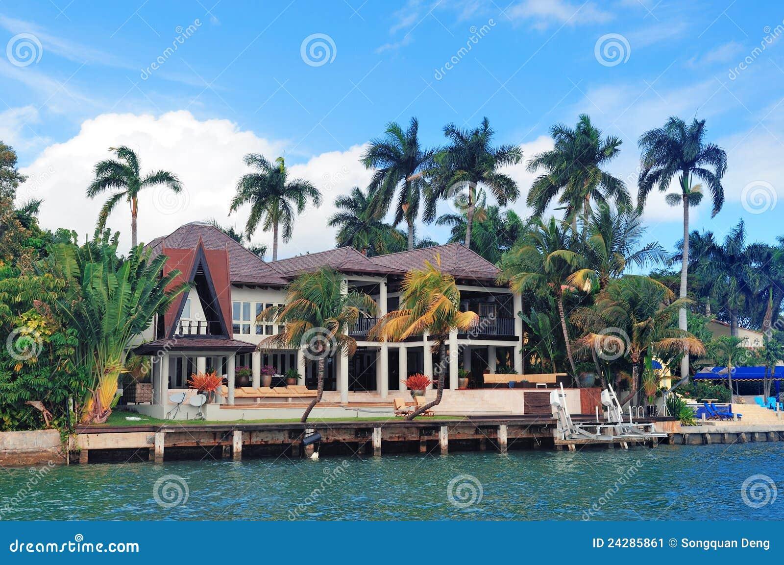 Casa del lujo de miami imagen de archivo imagen de for Casas de lujo en miami