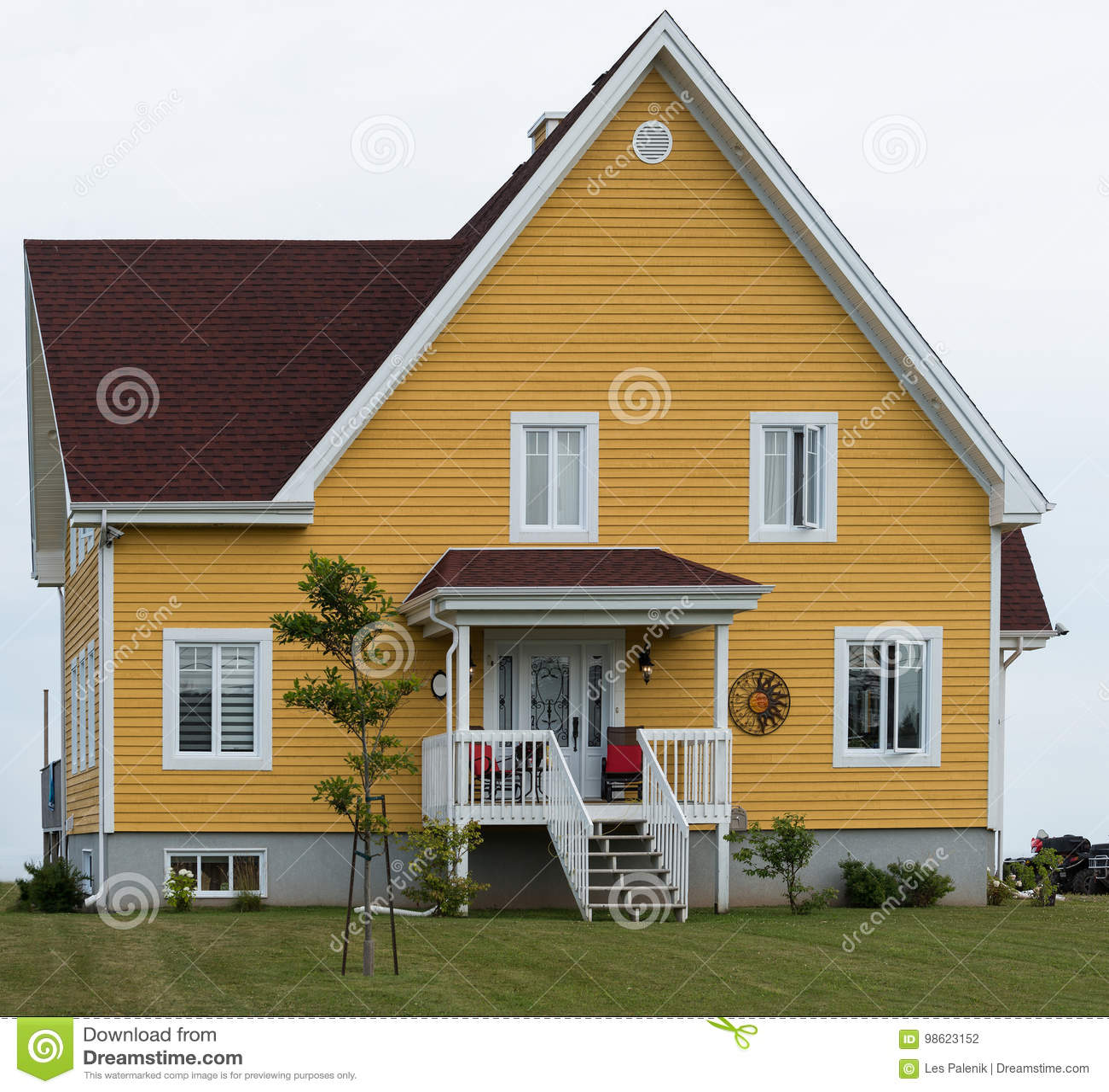 Casa Del Piano Di Giallo Due Fotografia Stock Immagine Di Piano Domestico 98623152