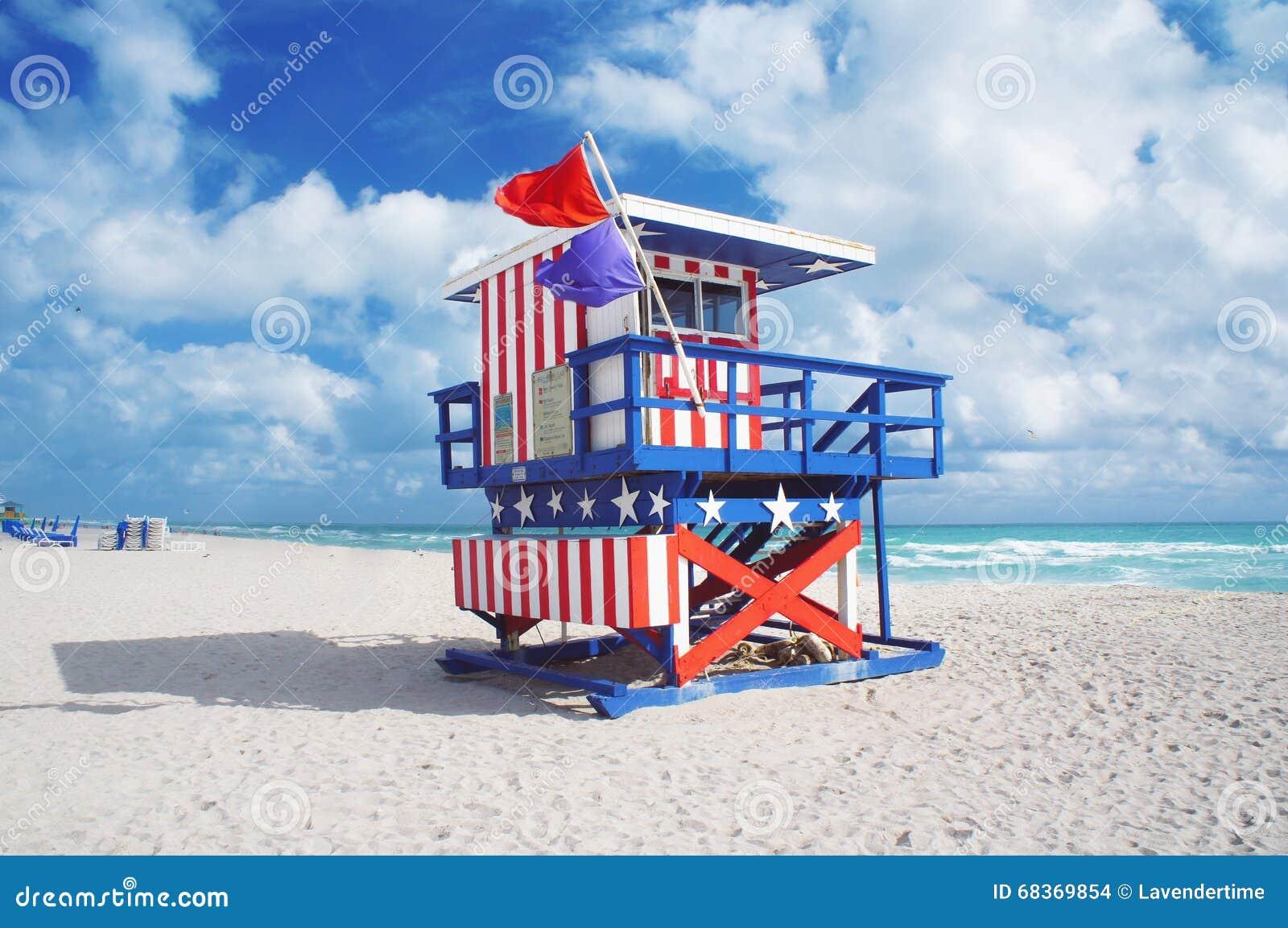 Casa del salvavidas en la playa del sur de Miami