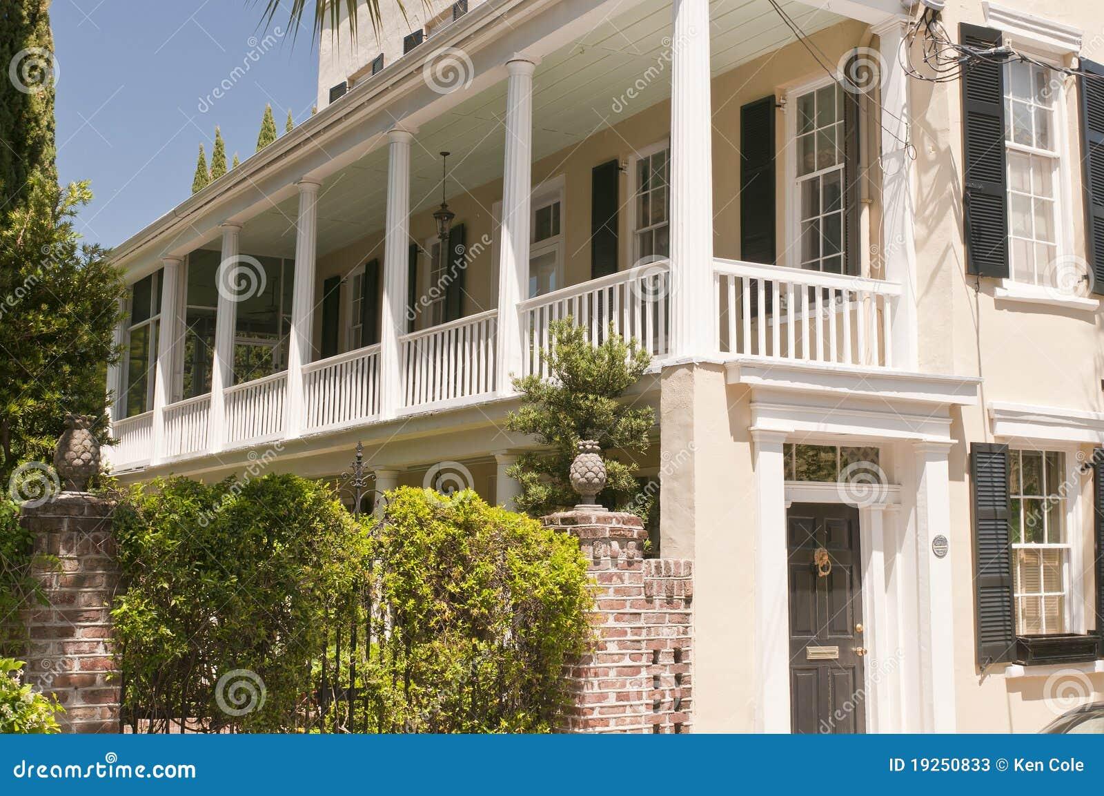 casa del sud con il portico fotografie stock immagine