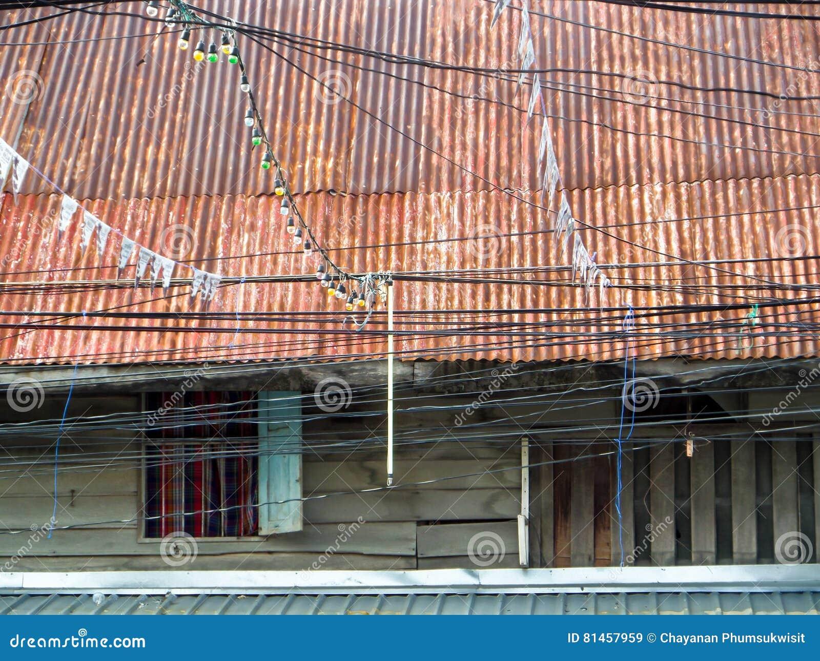 Casa Del Viejo Estilo Y Tejado Antiguos De Madera De La Erosi N  # Moho Muebles Madera