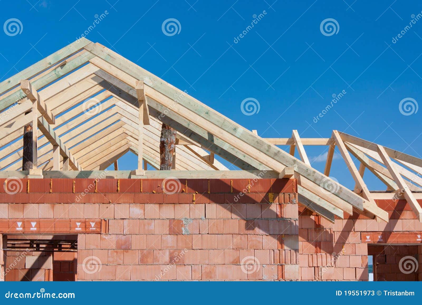 casa della costruzione tetto immagine stock immagine. Black Bedroom Furniture Sets. Home Design Ideas