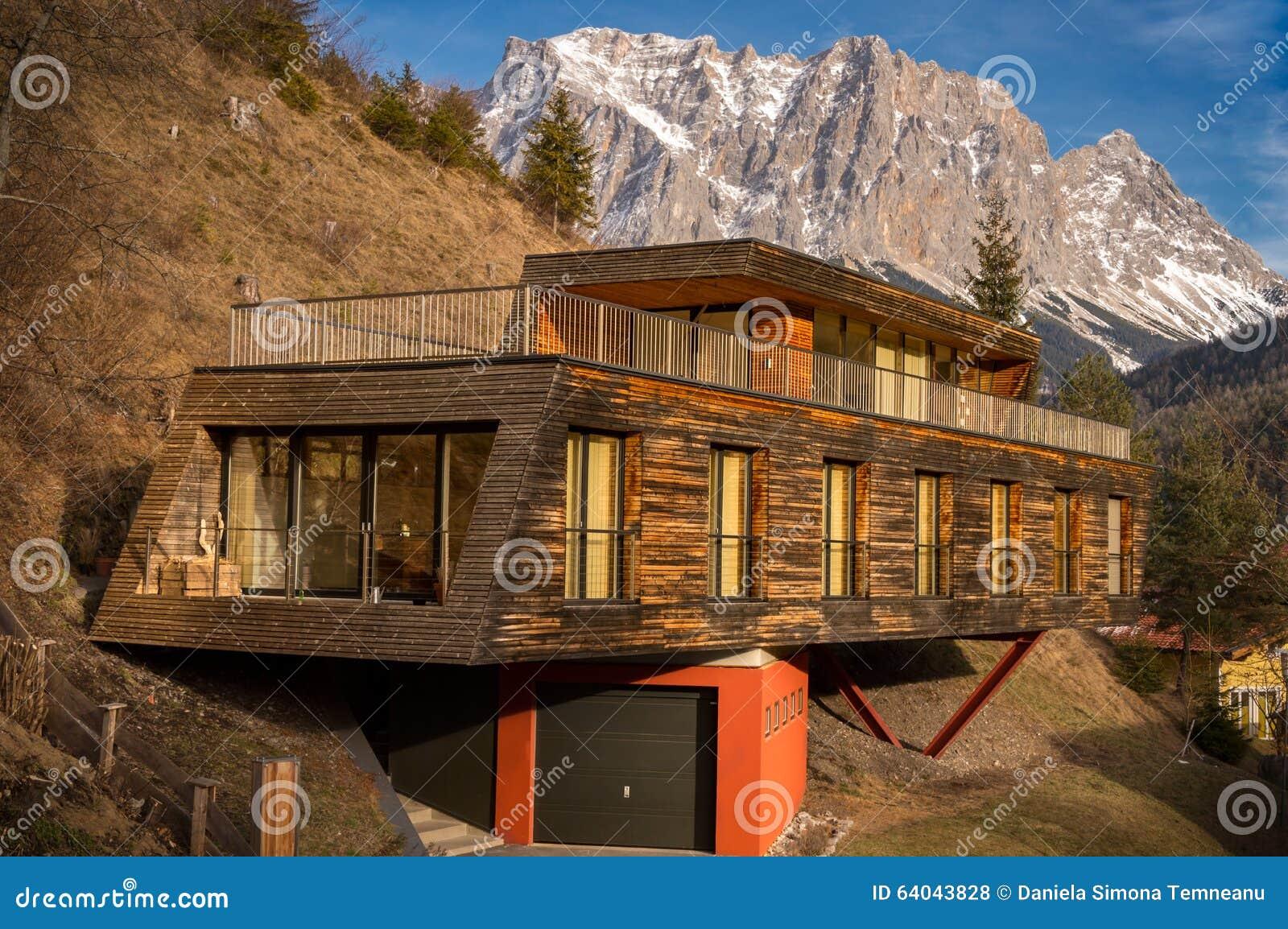 Casa della montagna con architettura moderna fotografia - Architettura casa moderna ...
