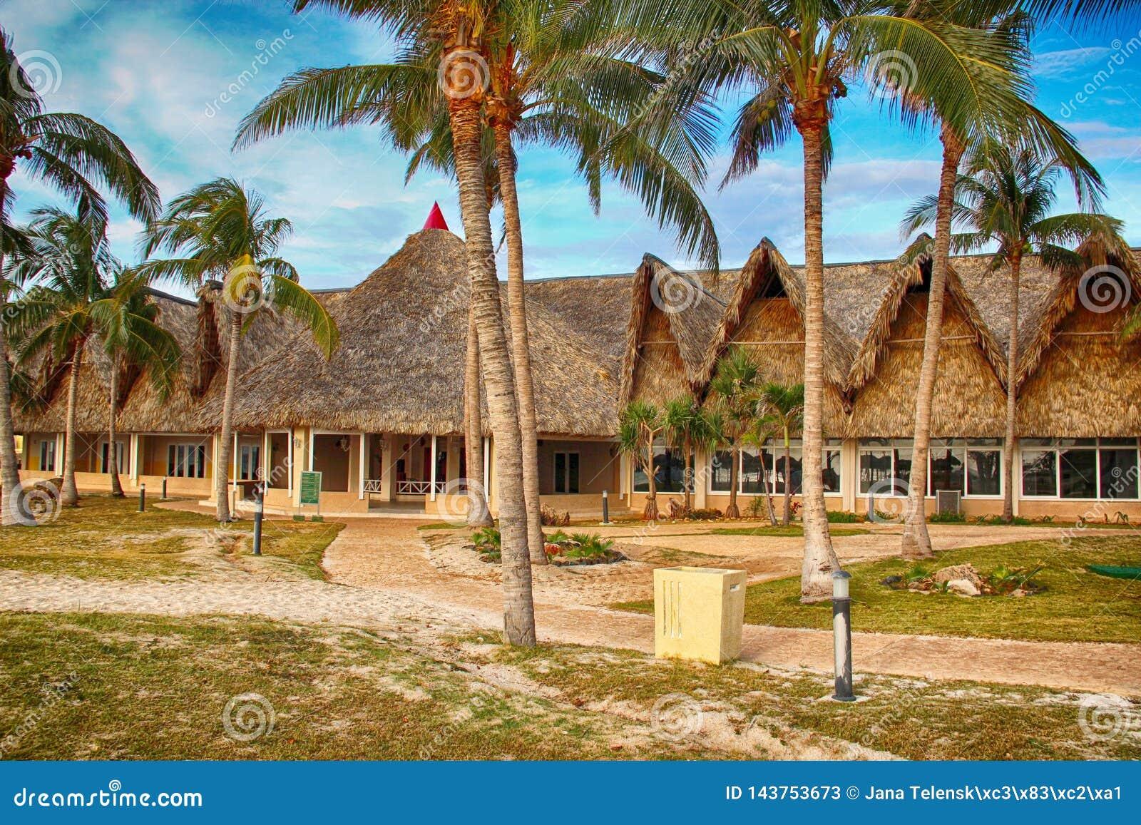 Casa della paglia sulla spiaggia Varadero in Cuba È ora legale