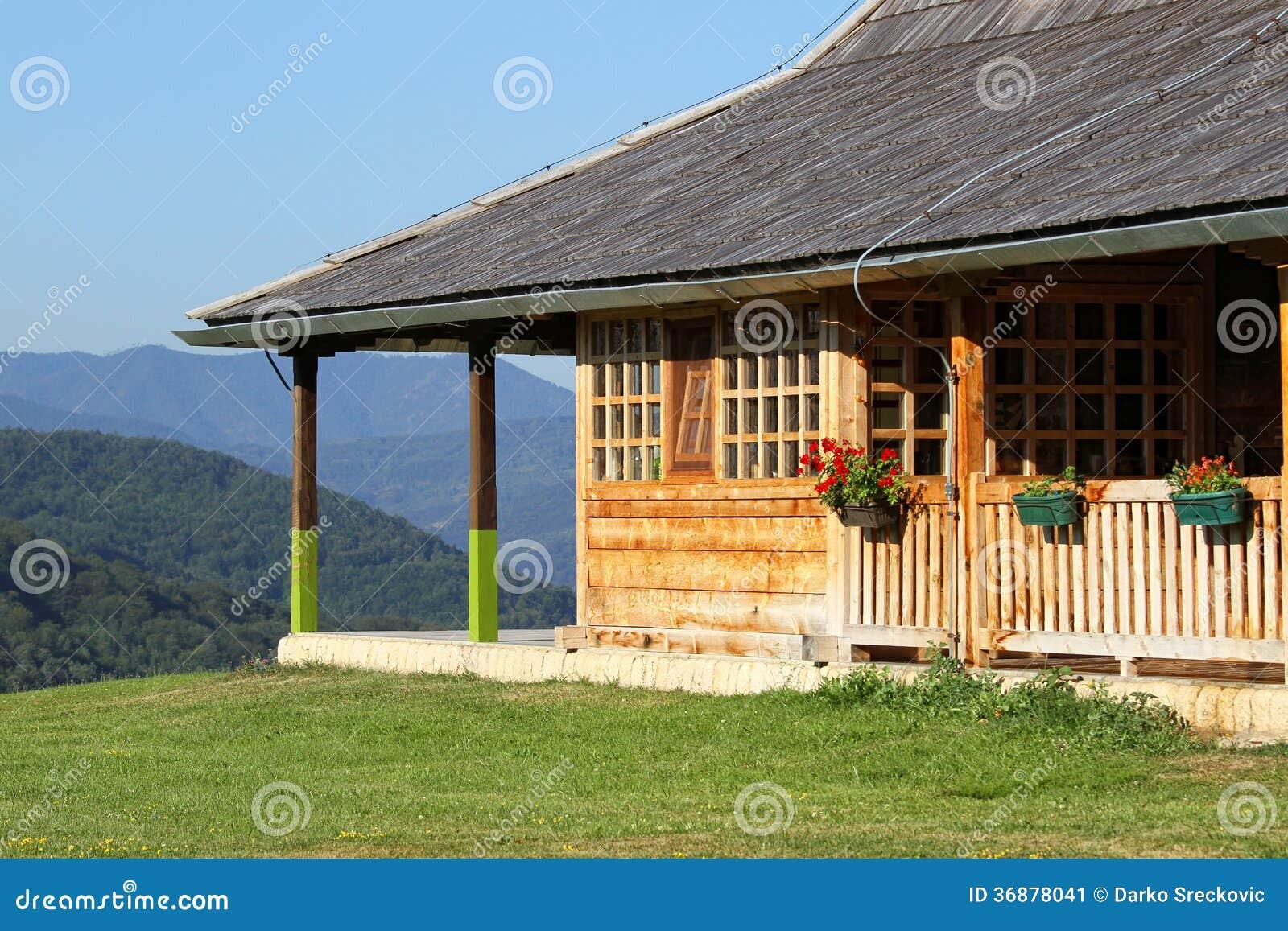 Download Casa di campagna immagine stock. Immagine di finestra - 36878041