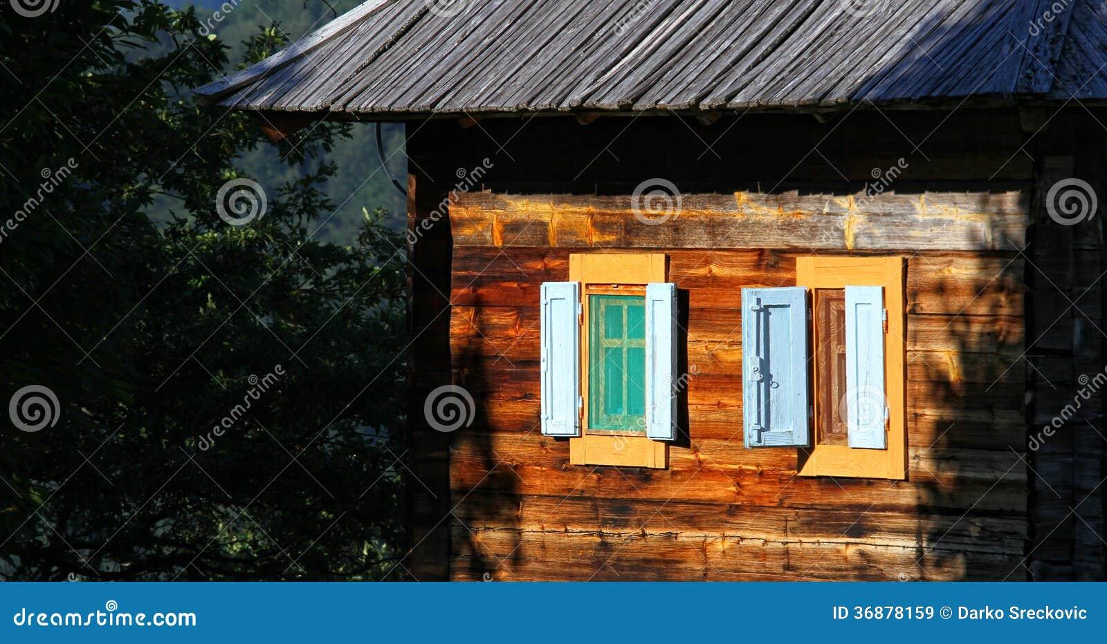 Download Casa di campagna immagine stock. Immagine di campagna - 36878159