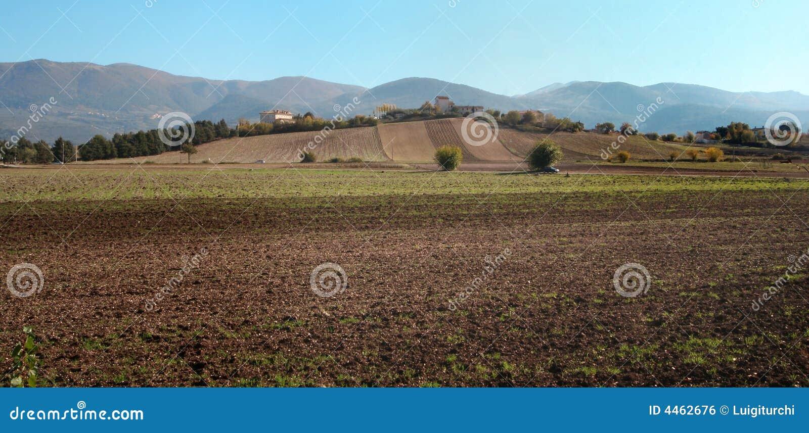 Casa di campagna fotografia stock immagine di collina for Piani di campagna in collina
