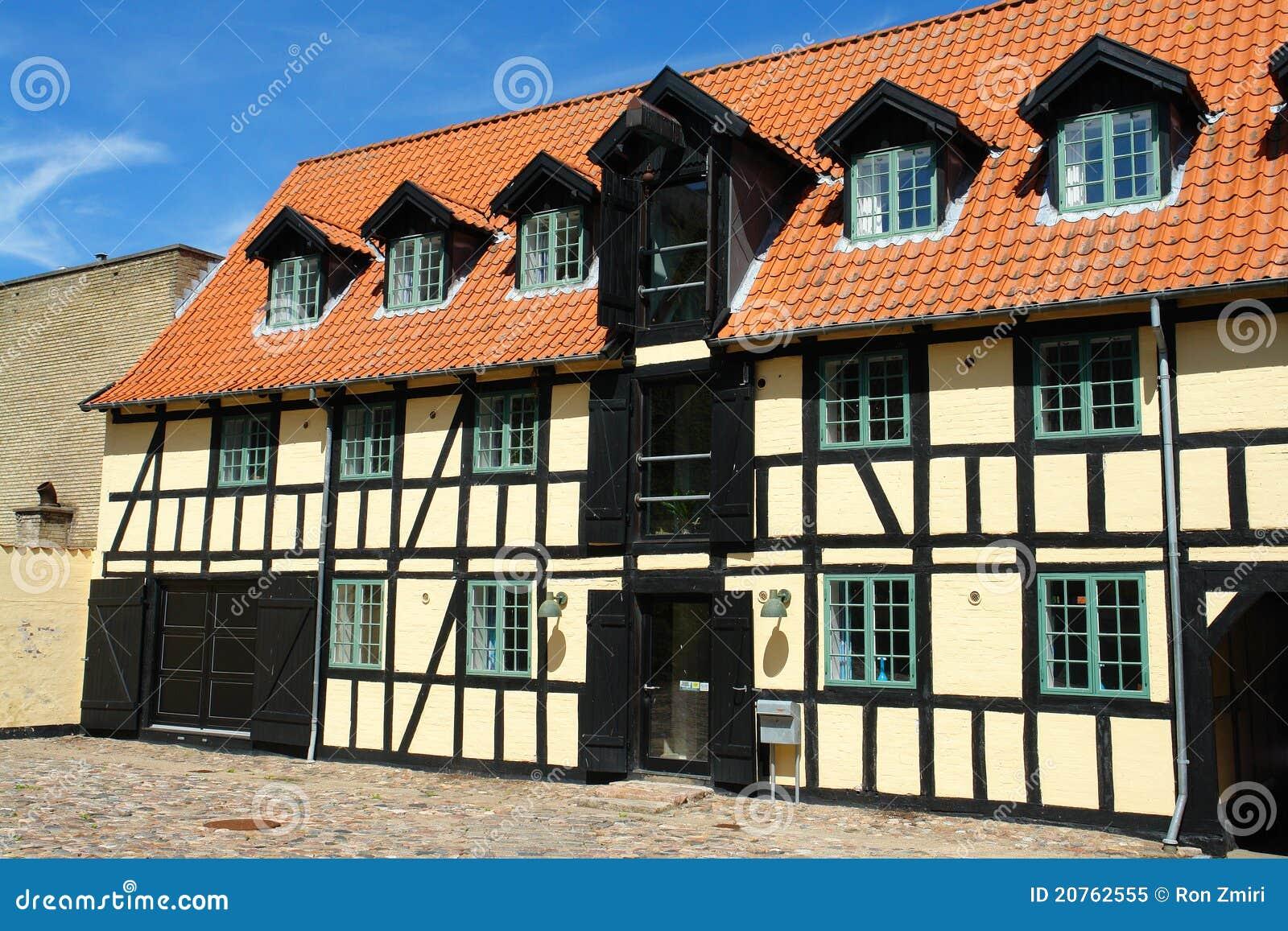 Casa di campagna classica tradizionale del danese di stile for Stile casa classica