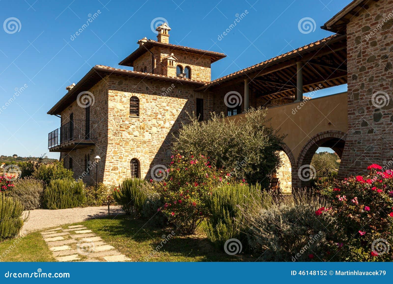 Casa di campagna della toscana fotografia stock immagine for Piani casa colonica di campagna