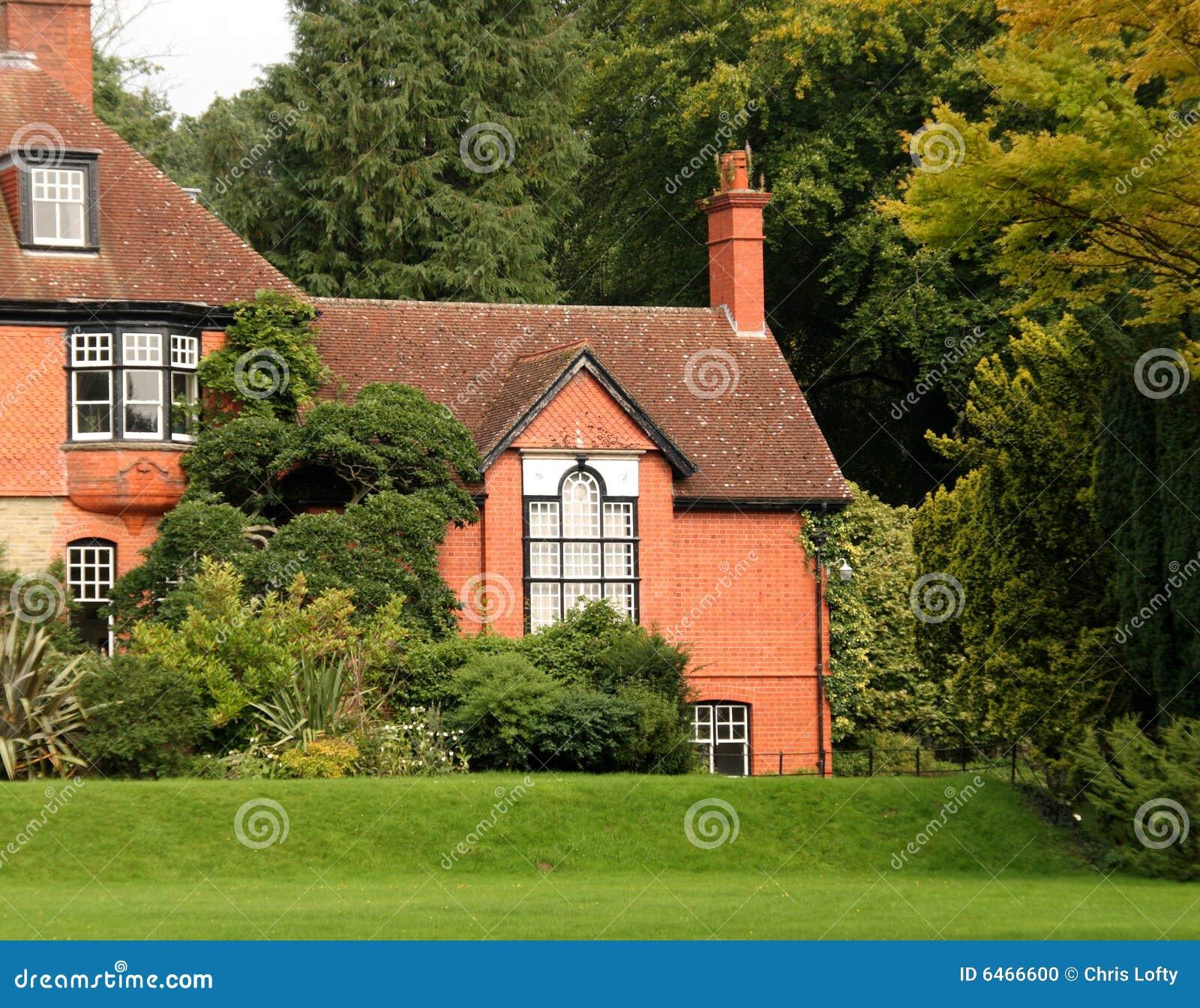 Casa di campagna e giardino inglesi fotografia stock immagine di europa paesaggio 6466600 - Giardino di campagna ...