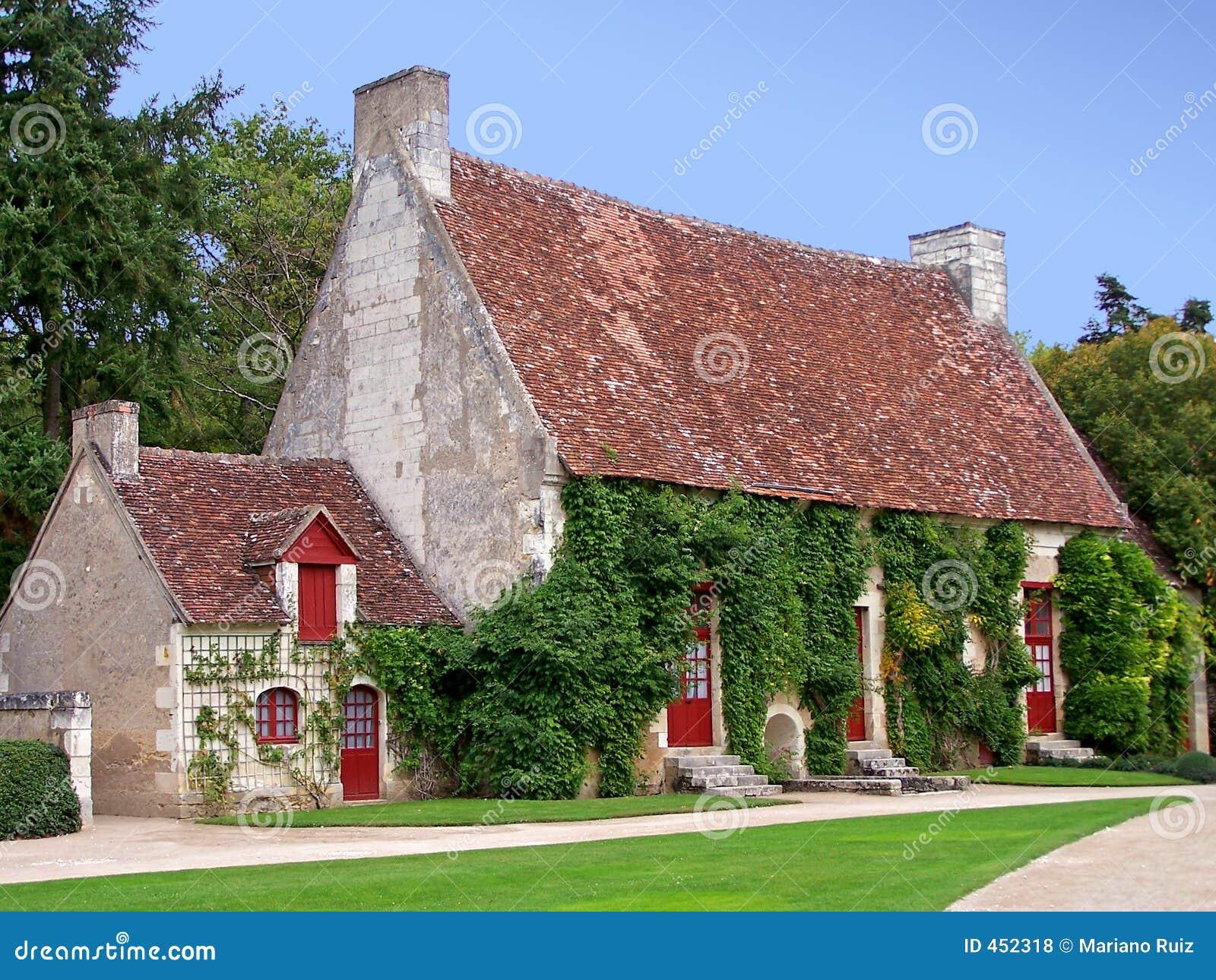 Casa di campagna francese fotografie stock libere da for Scaffali di campagna francese