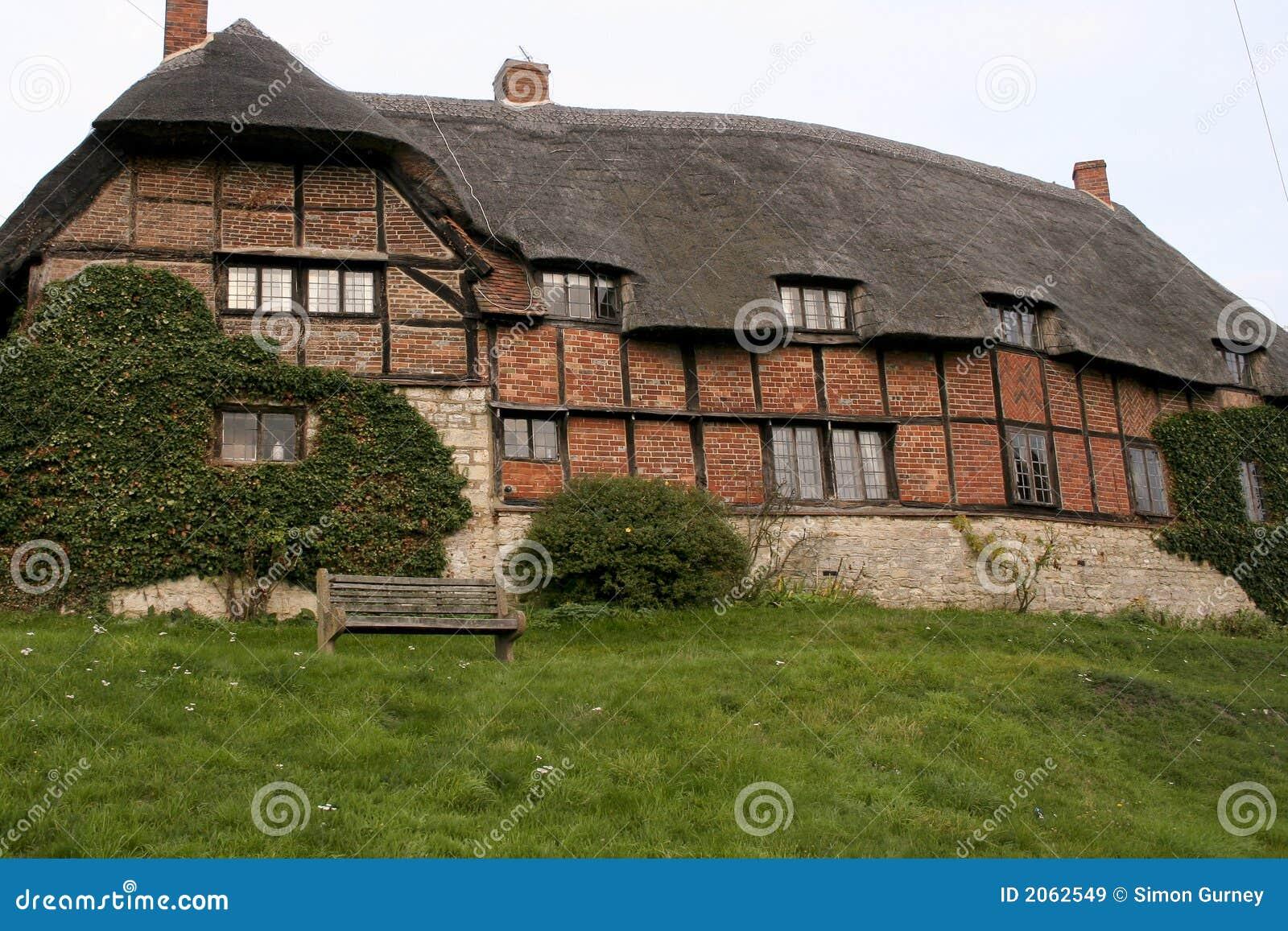 Casa di campagna inglese immagini stock libere da diritti for Piani di casa padronale inglese