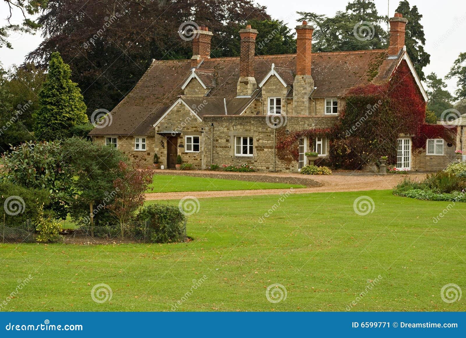 Casa di campagna inglese immagine stock immagine 6599771 for Scaffali di campagna francese