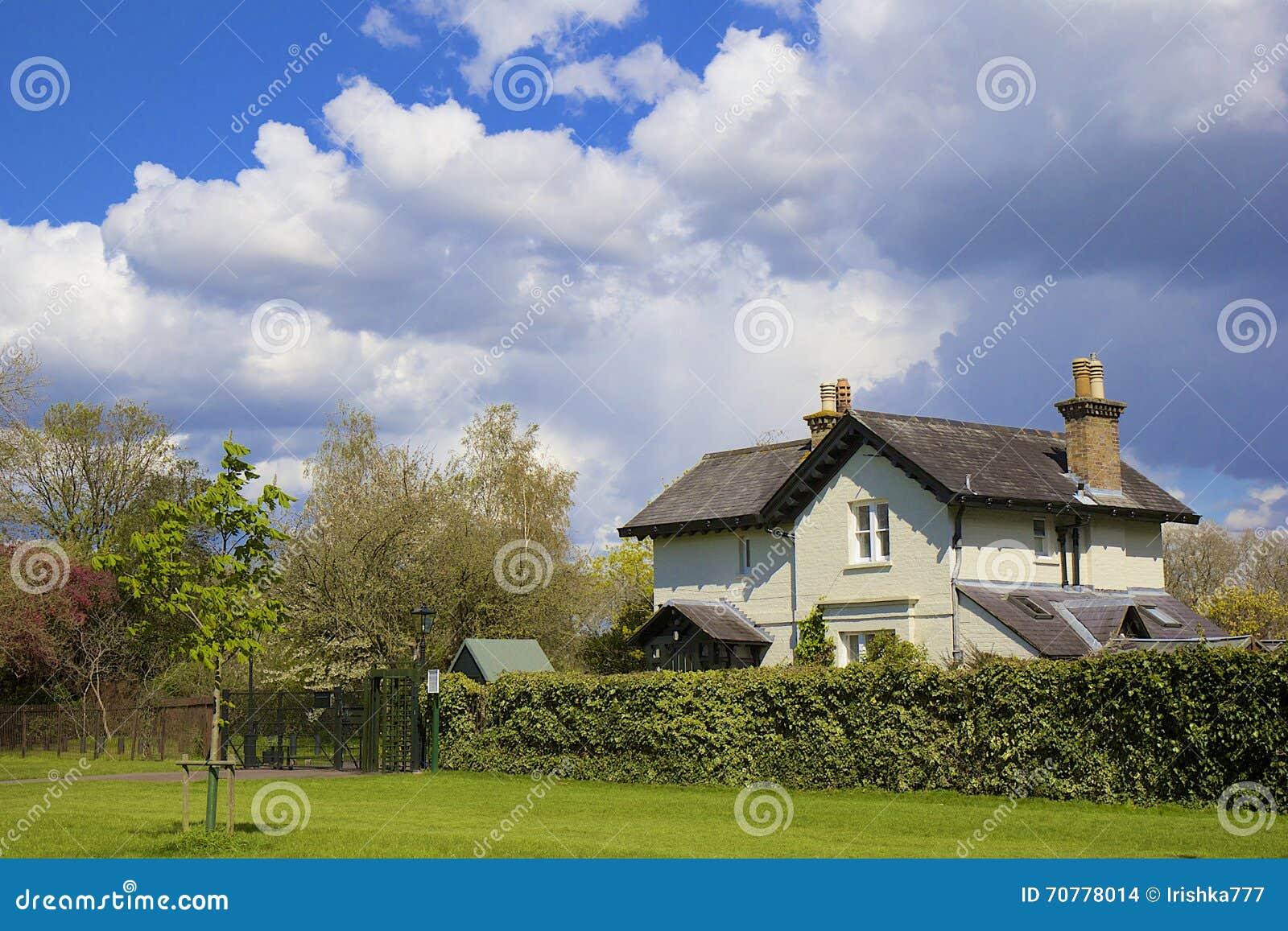 Casa di campagna inglese regno unito immagine stock for Design di casa di campagna inglese