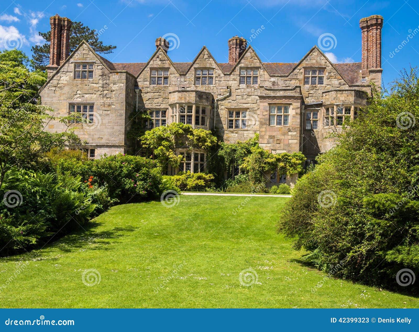 Casa di campagna inglese storica fotografia stock for Design di casa di campagna inglese