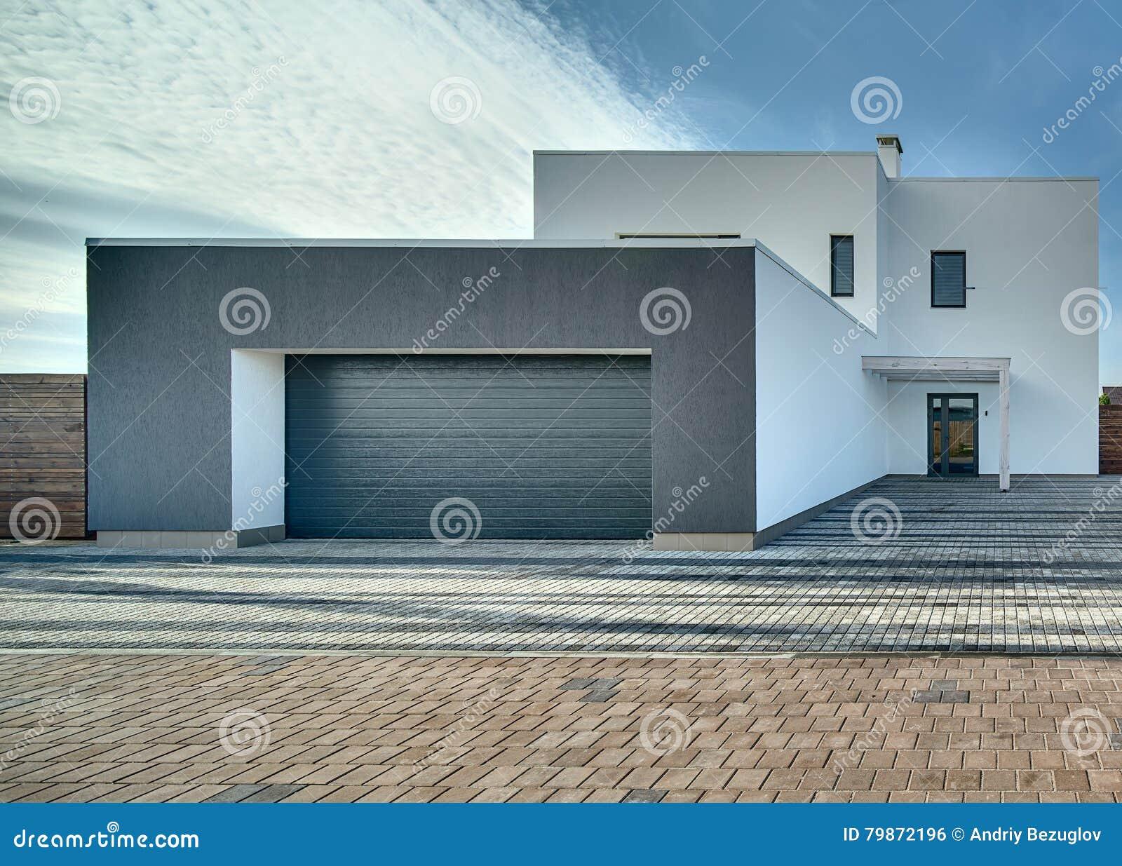 Casa Stile Moderno Esterni : Casa di campagna nello stile moderno fotografia stock immagine