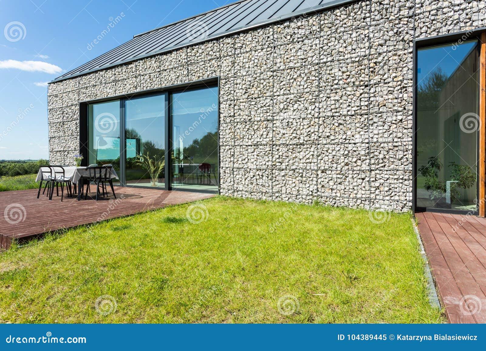 Case Di Campagna In Pietra : Casa di campagna di pietra moderna immagine stock immagine