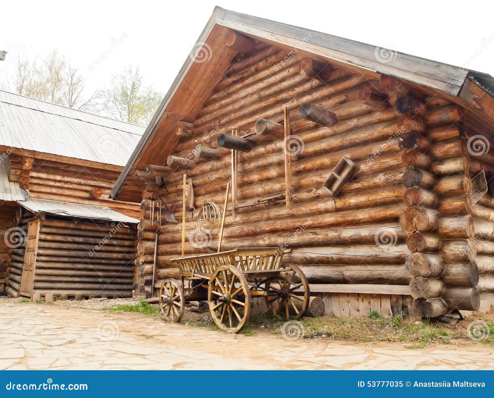 Casa Di Ceppo Di Legno In Villaggio Russo In Russia Media Immagine