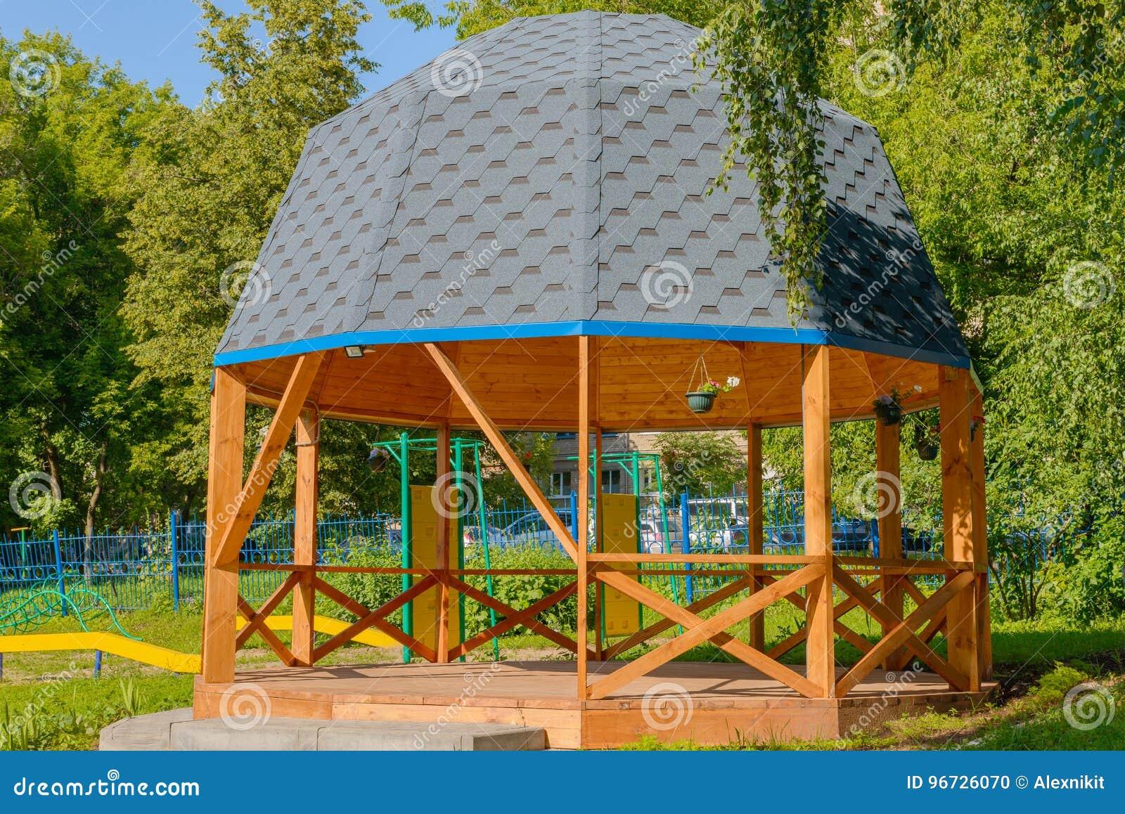 Casa di estate di legno