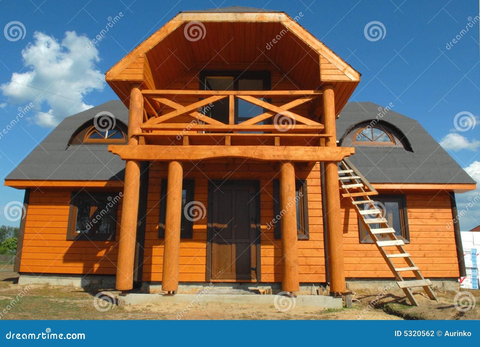 Download Casa di legno fotografia stock. Immagine di residenza - 5320562