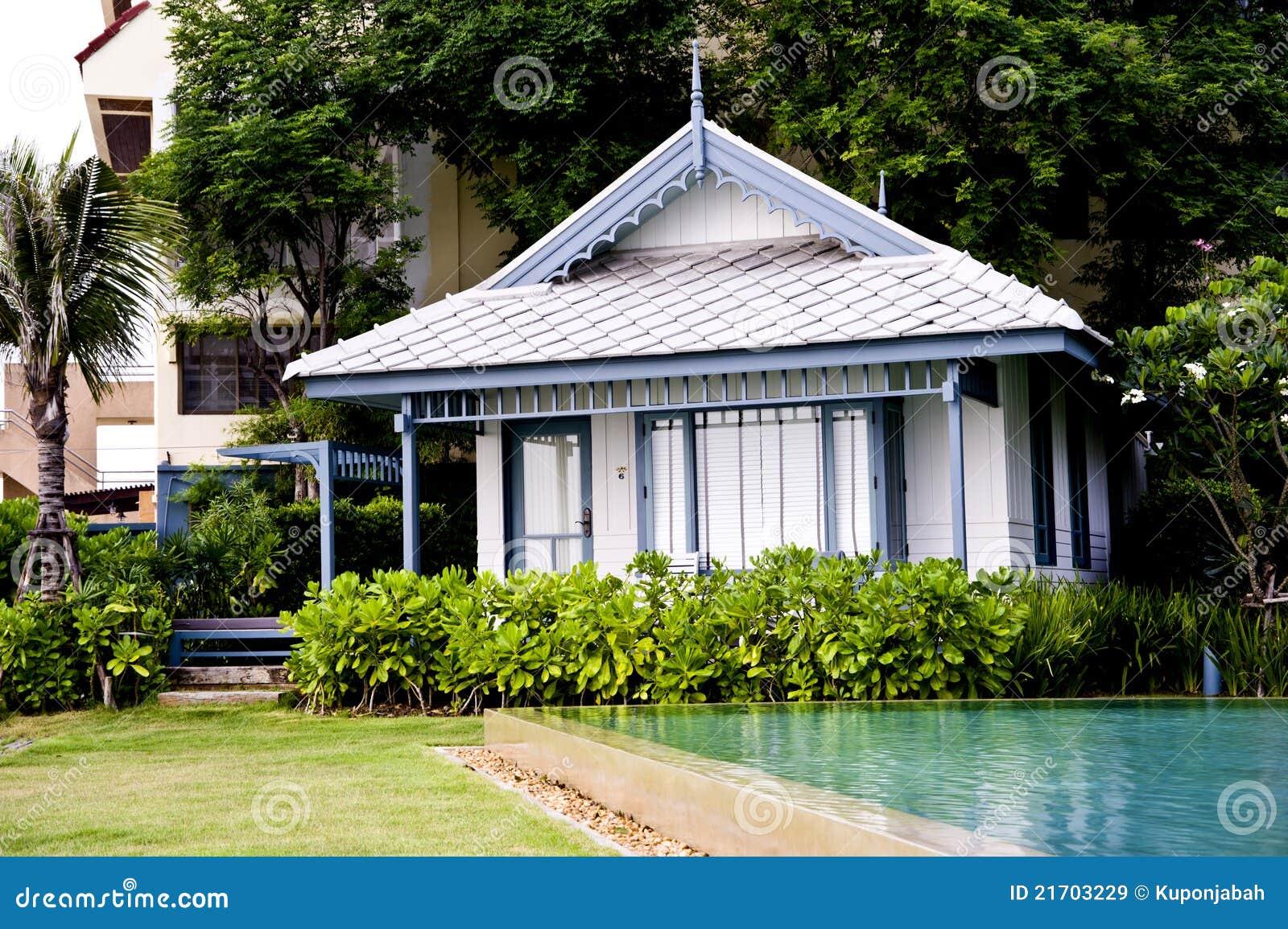 Casa di legno bianca moderna immagine stock immagine di - Casa legno moderna ...
