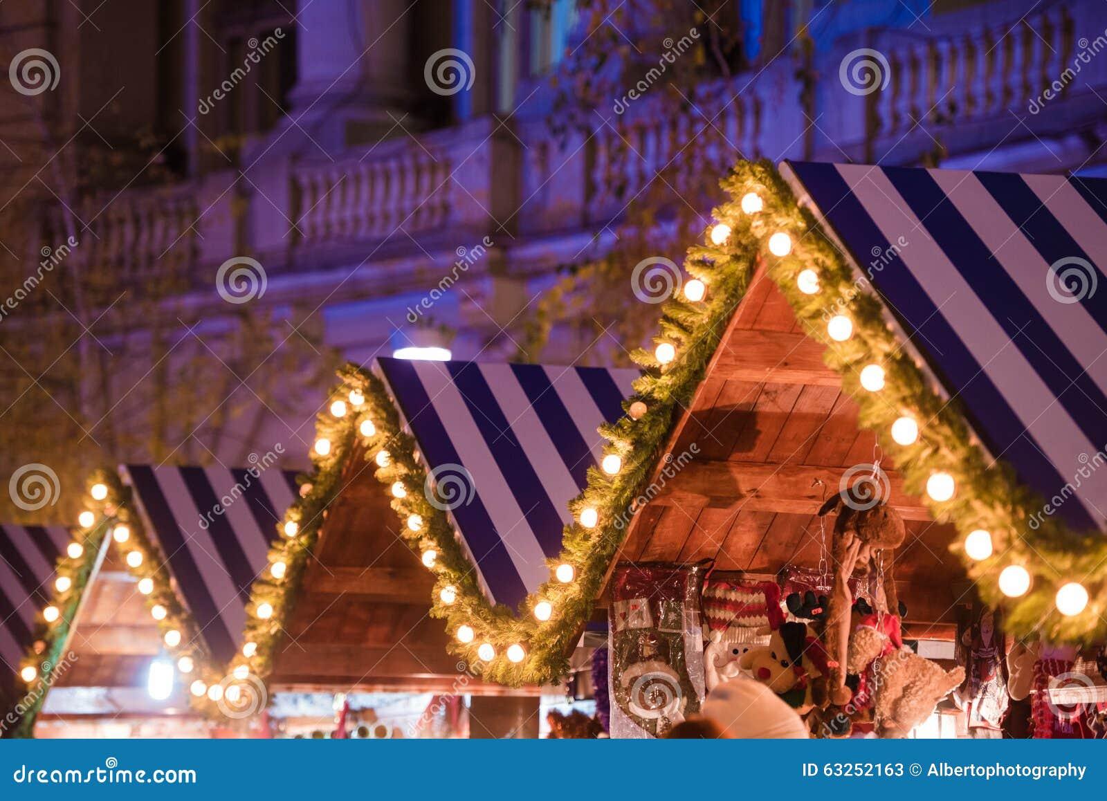Casa di legno con la decorazione di Natale