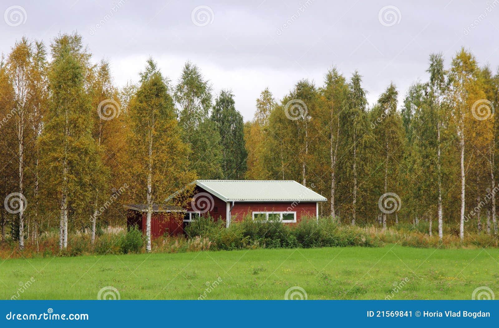 Casa di legno rustica della campagna dalla svezia immagine for Architettura della casa di campagna