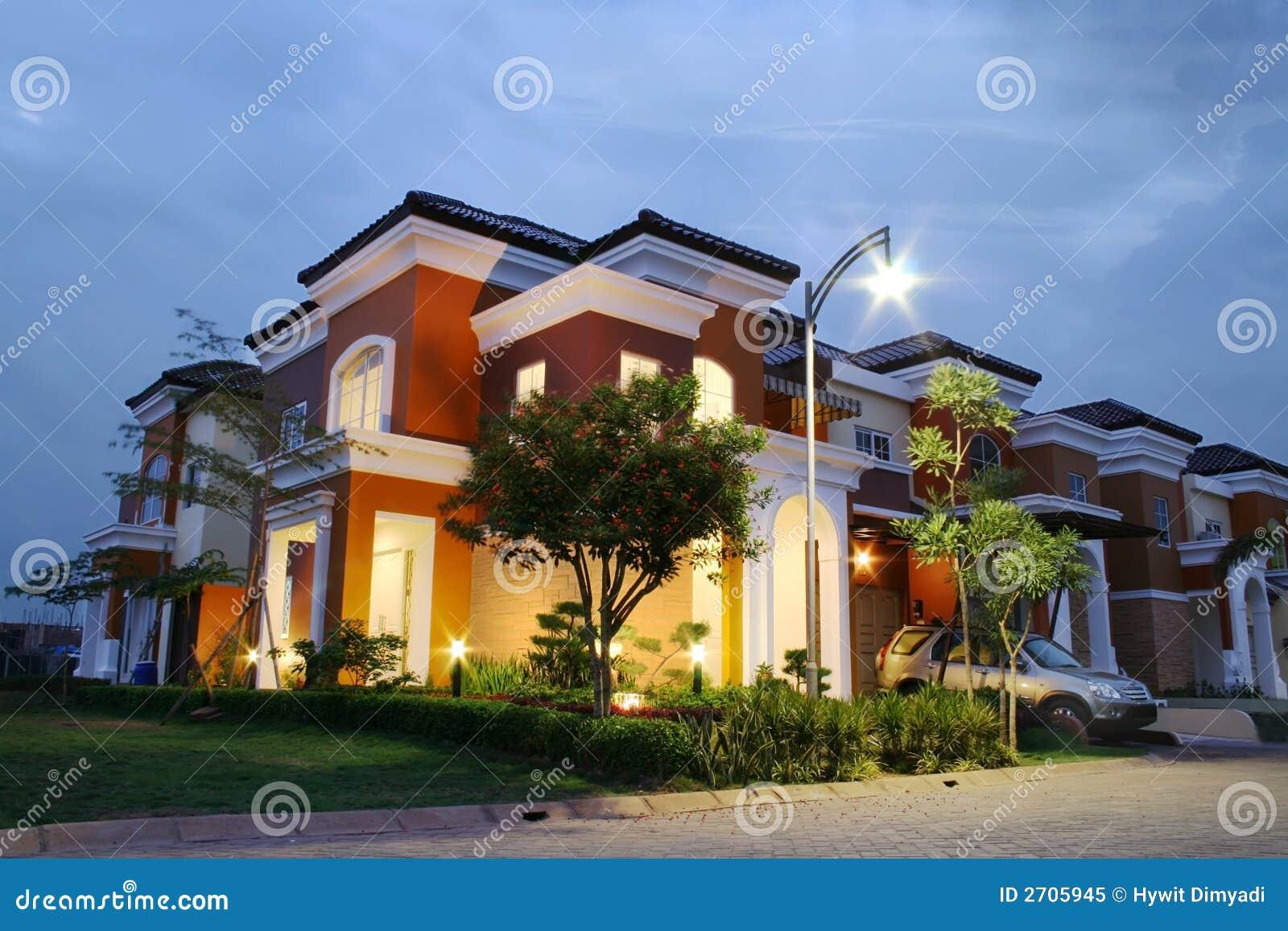 Casa di lusso immagine stock immagine di lampada reale for Casa di lusso