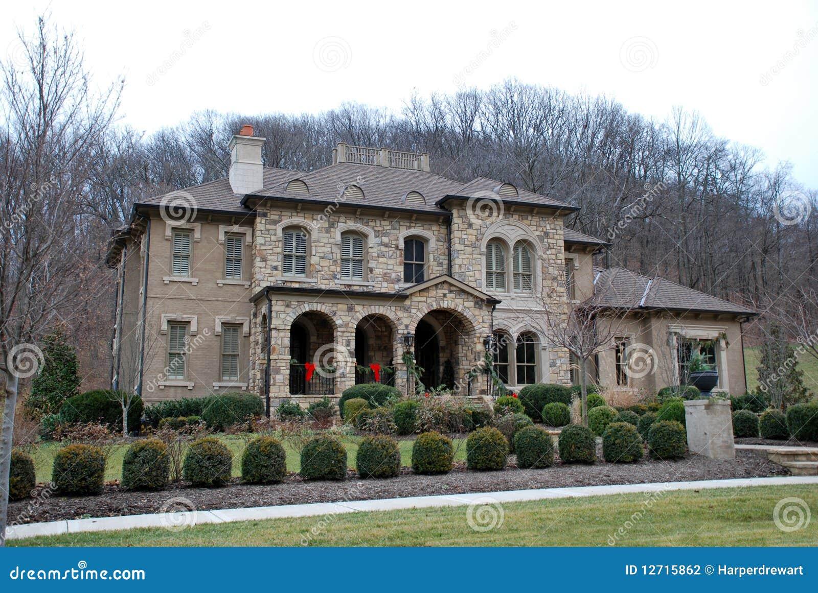 Casa di lusso di pietra 44 fotografia stock immagine di for Progetti di casa di lusso