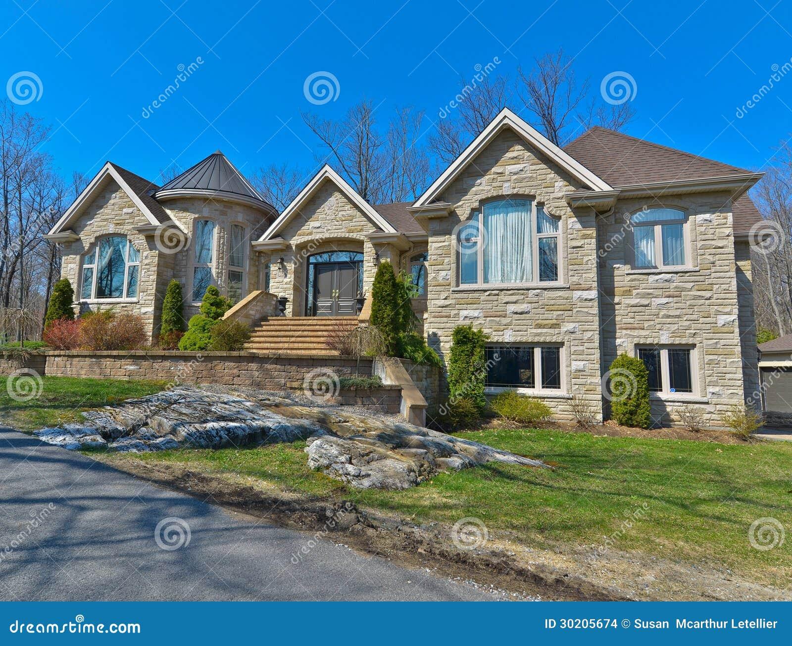 Casa di lusso moderna immagini stock immagine 30205674 for Immagini case di lusso