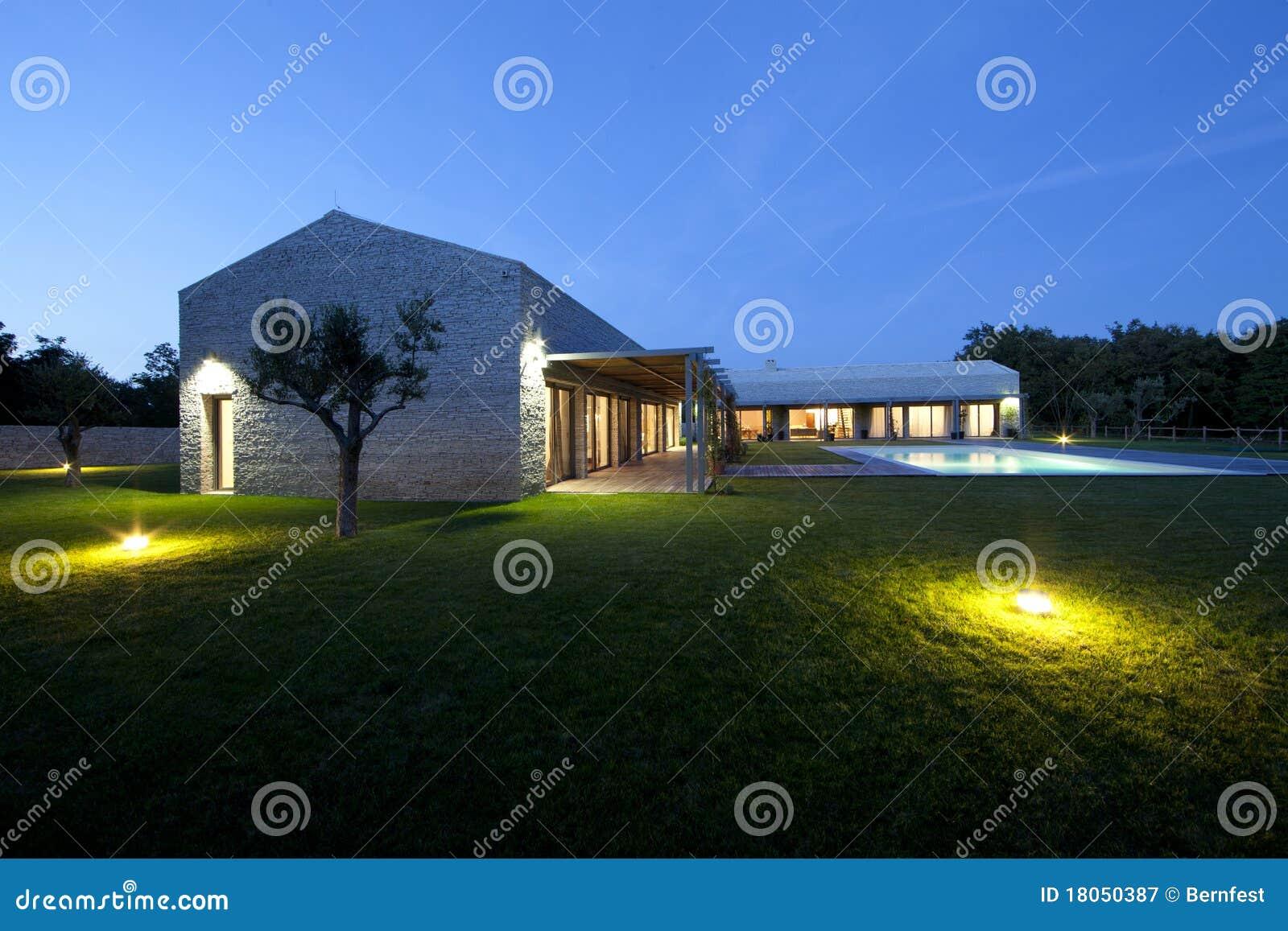 Casa di pietra moderna in istria immagine stock immagine for Casa in pietra moderna