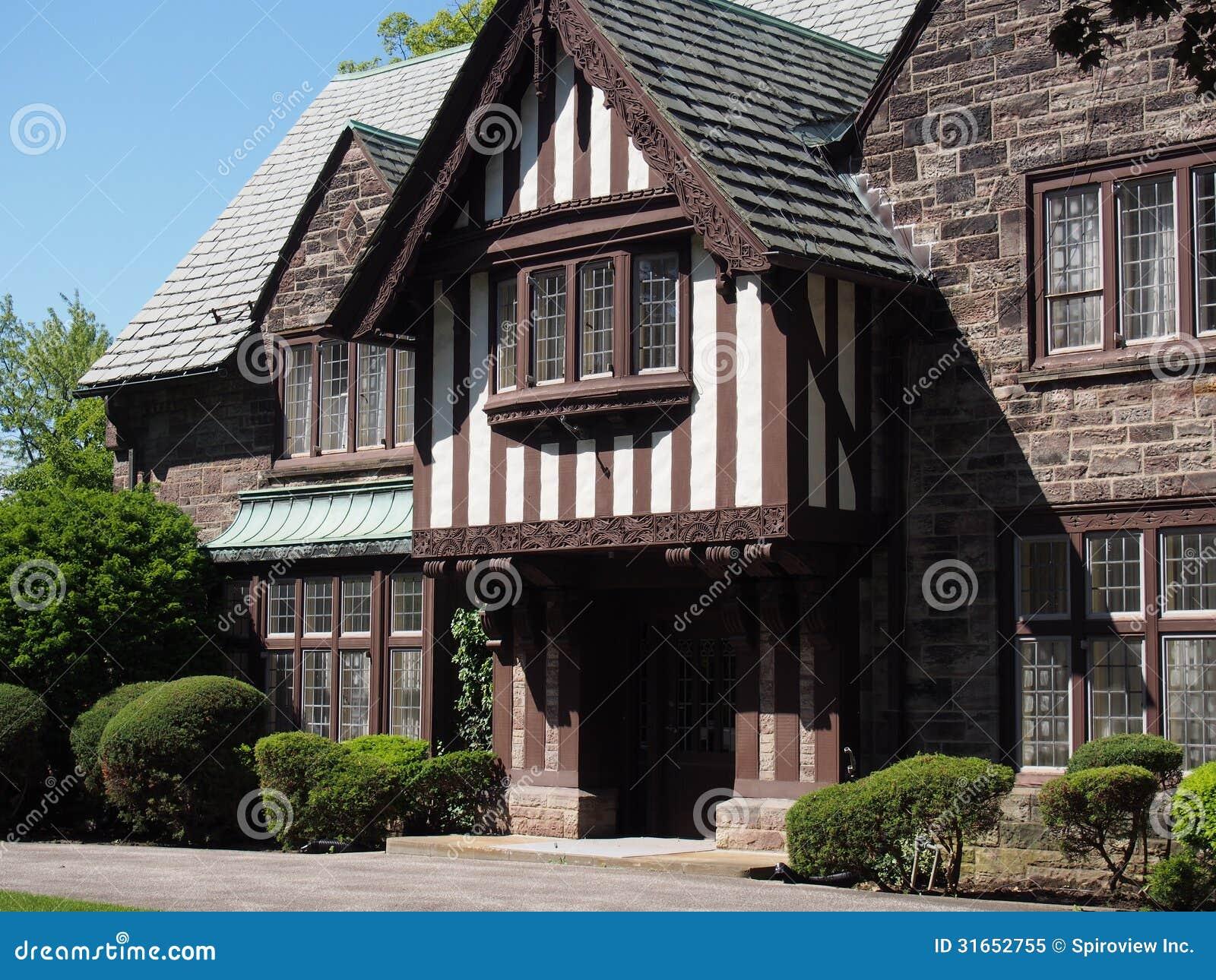 Conosciuto Casa di stile di Tudor immagine stock. Immagine di pietra - 31652755 PL42
