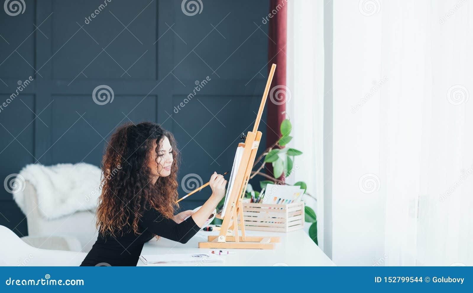 Casa di talento della pittura di signora di ispirazione di creatività