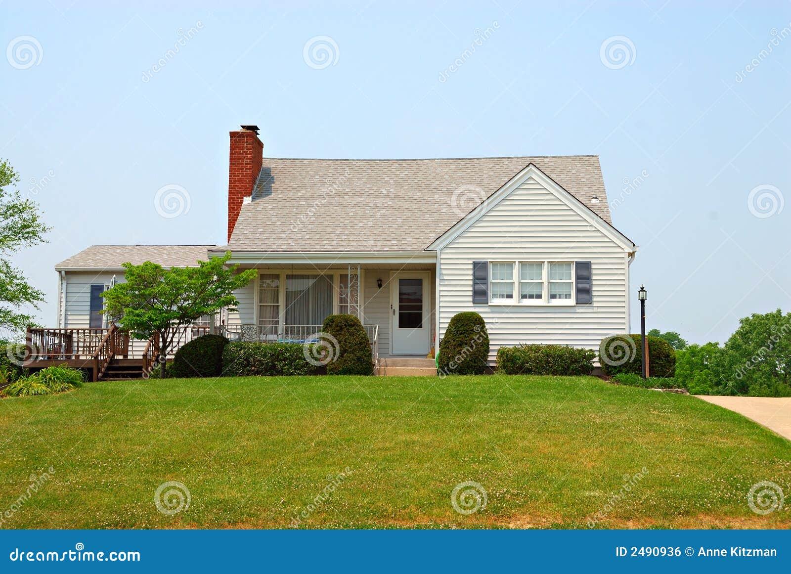 Casa a due piani degli anni 50 immagine stock libera da for Piani casa tetto a capanna