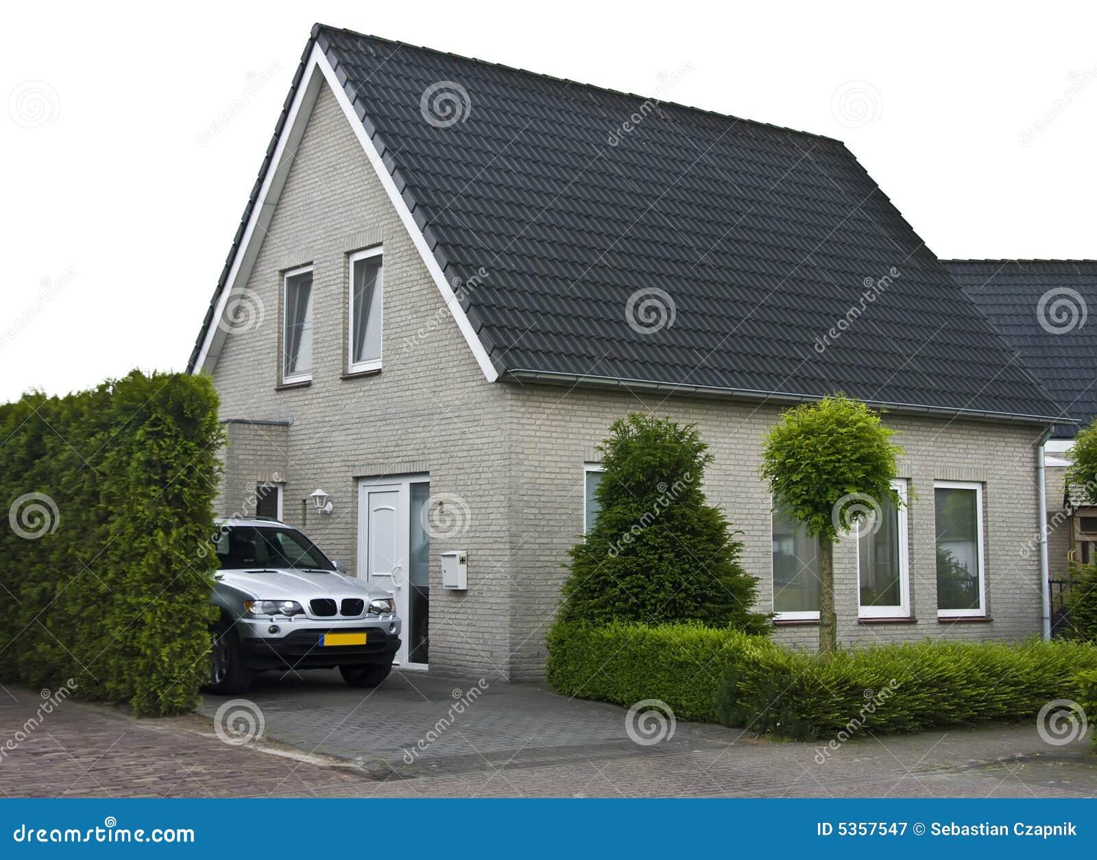 Casa e jardim modernos fotografia de stock royalty free for Casa holandesa moderna