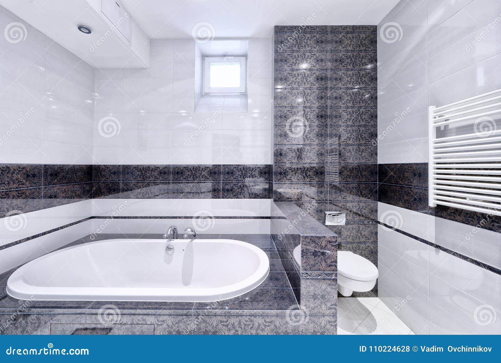 Casa Elegante Del Lujo Del Cuarto De Baño Del Diseño Interior Foto ...