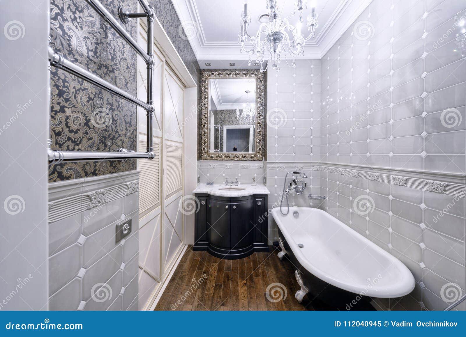 Casa Elegante Del Lujo Del Cuarto De Baño Del Diseño Interior Imagen ...