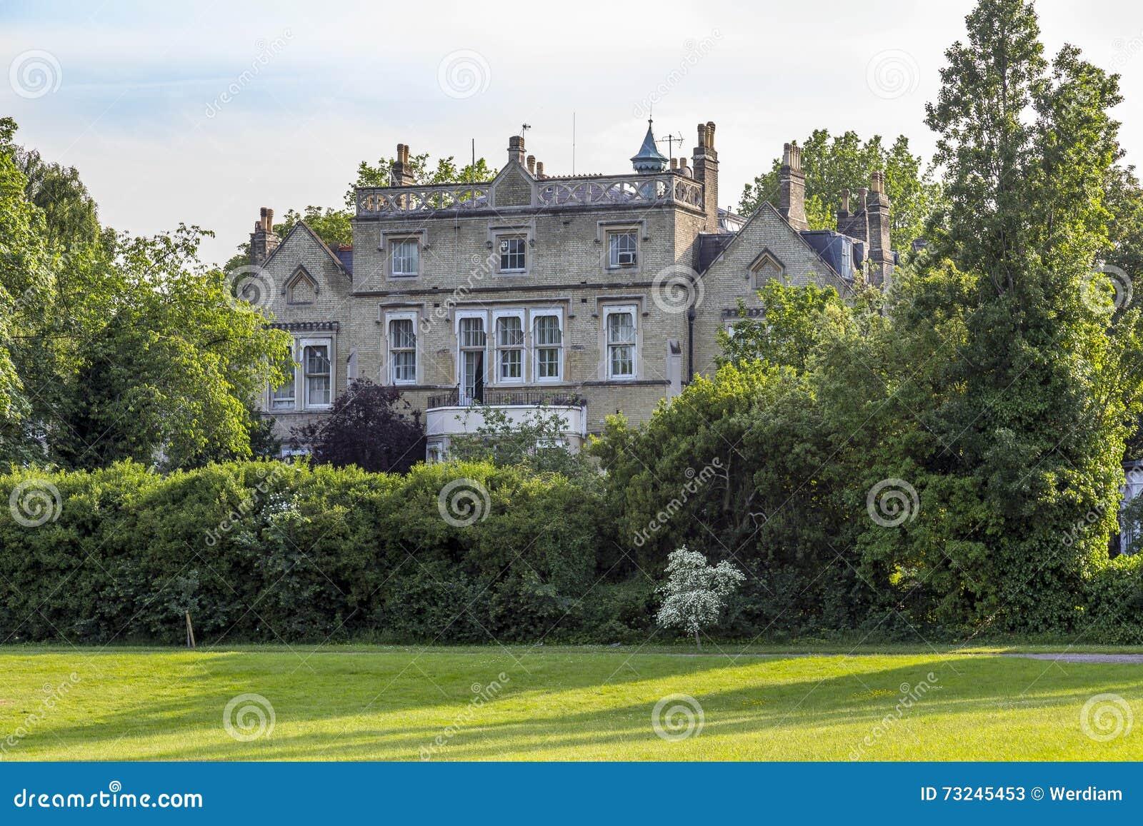 Casa en jardines del palacio de kensington foto de archivo for Jardines de kensington