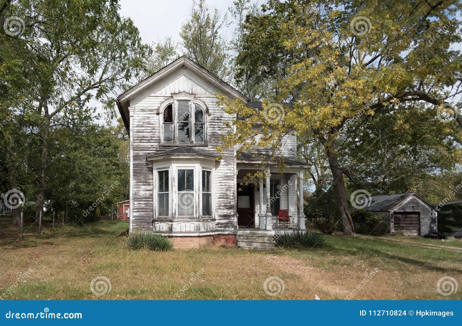 Casa encantada con los árboles
