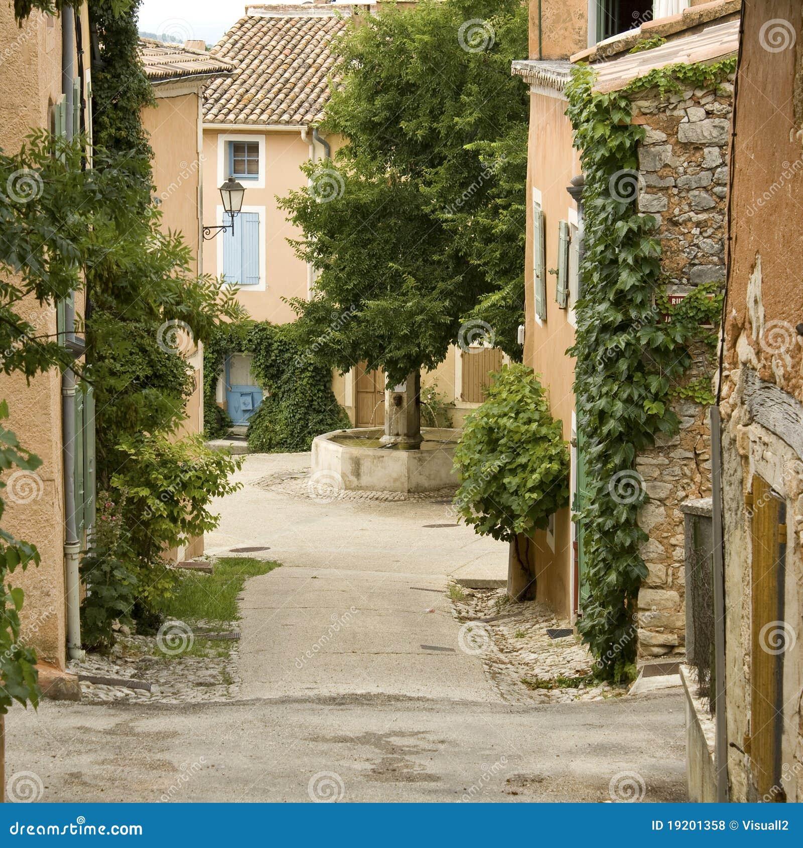 Casa francesa de la aldea provence fotos de archivo - Casas en la provenza ...